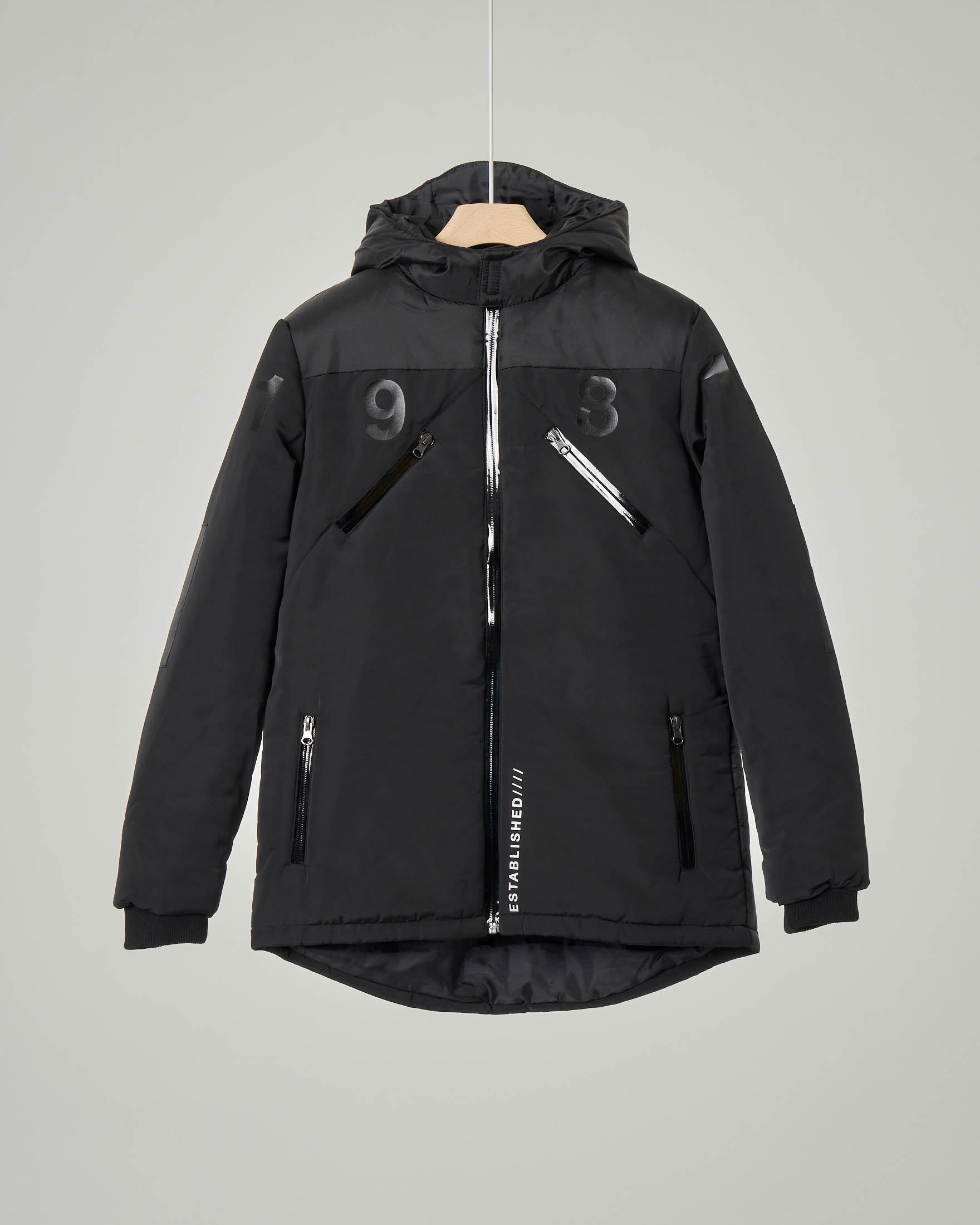 Giaccone nero con cappuccio fisso scritte a contrasto e cuciture termosaldate 10-16 anni