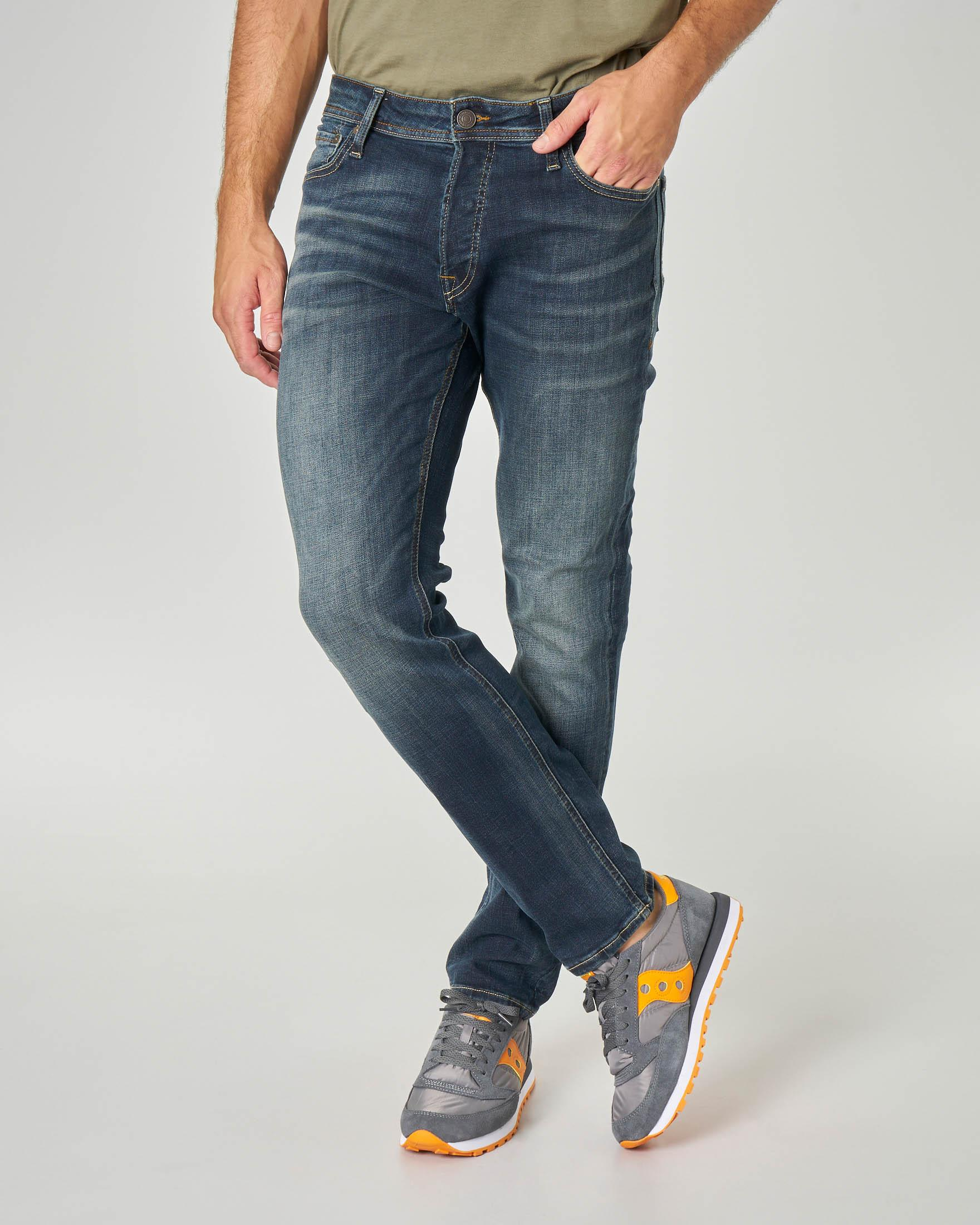 Jeans Tim lavaggio scuro con sabbiature e baffature