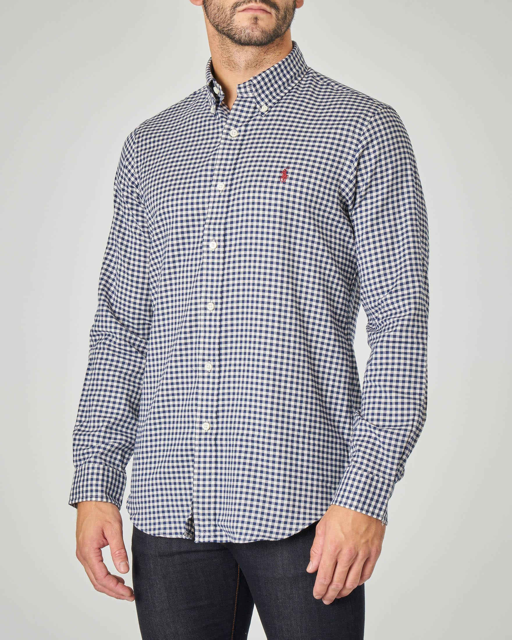 Camicia a quadretti bianchi e blu con collo button down
