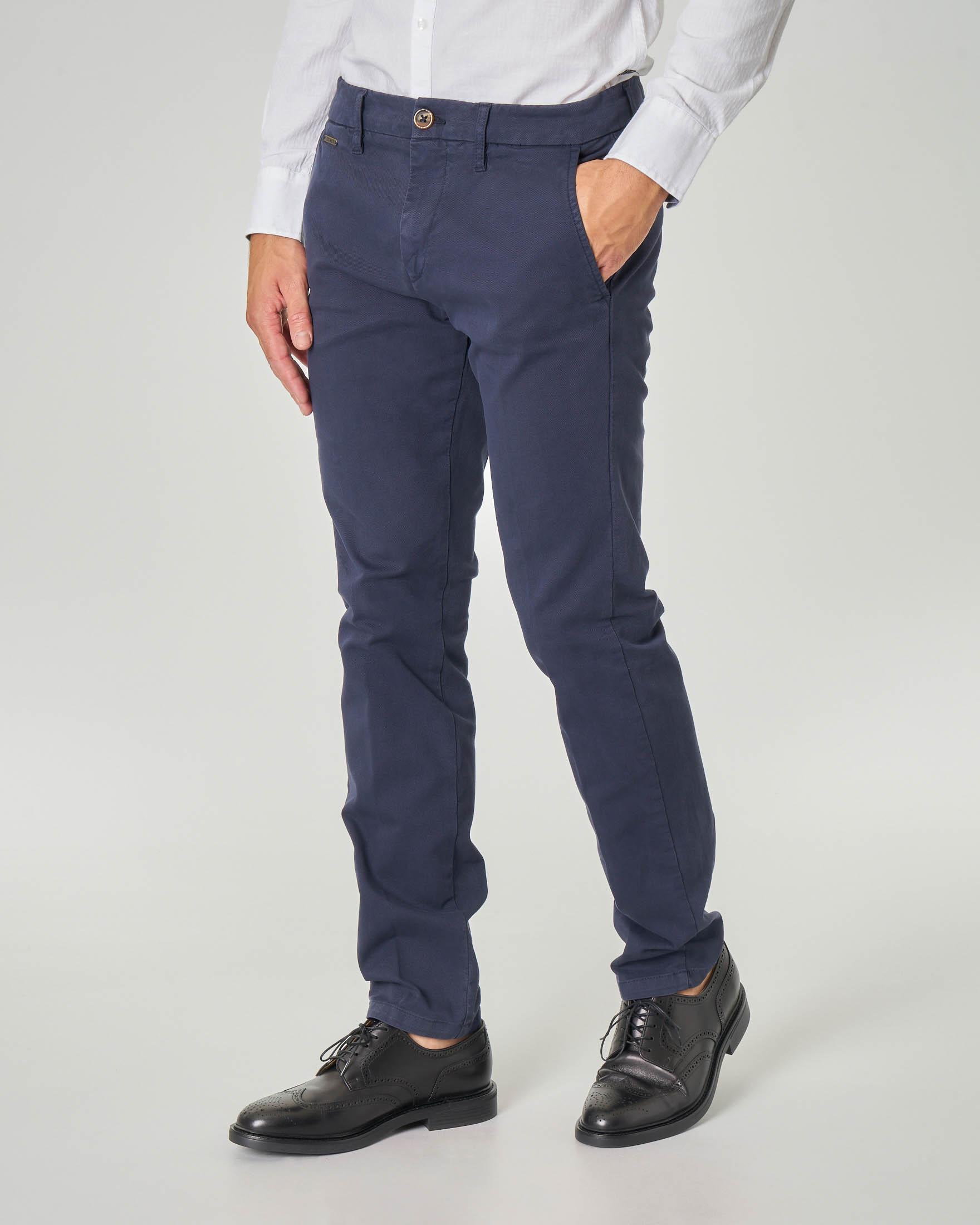 Pantalone chino blu in tessuto micro-armatura
