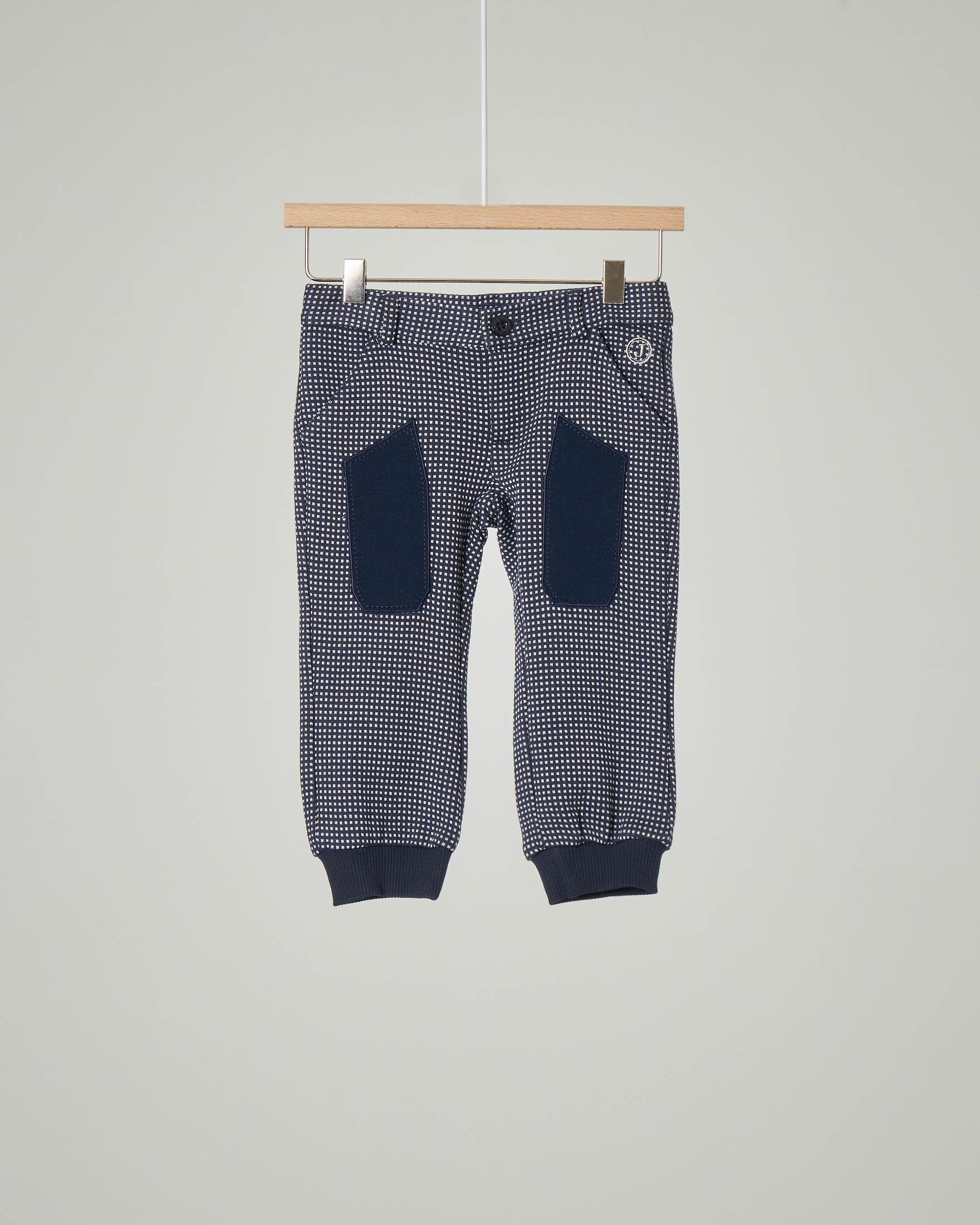 Pantalone blu microfantasia con toppa tinta unita 6-18 mesi