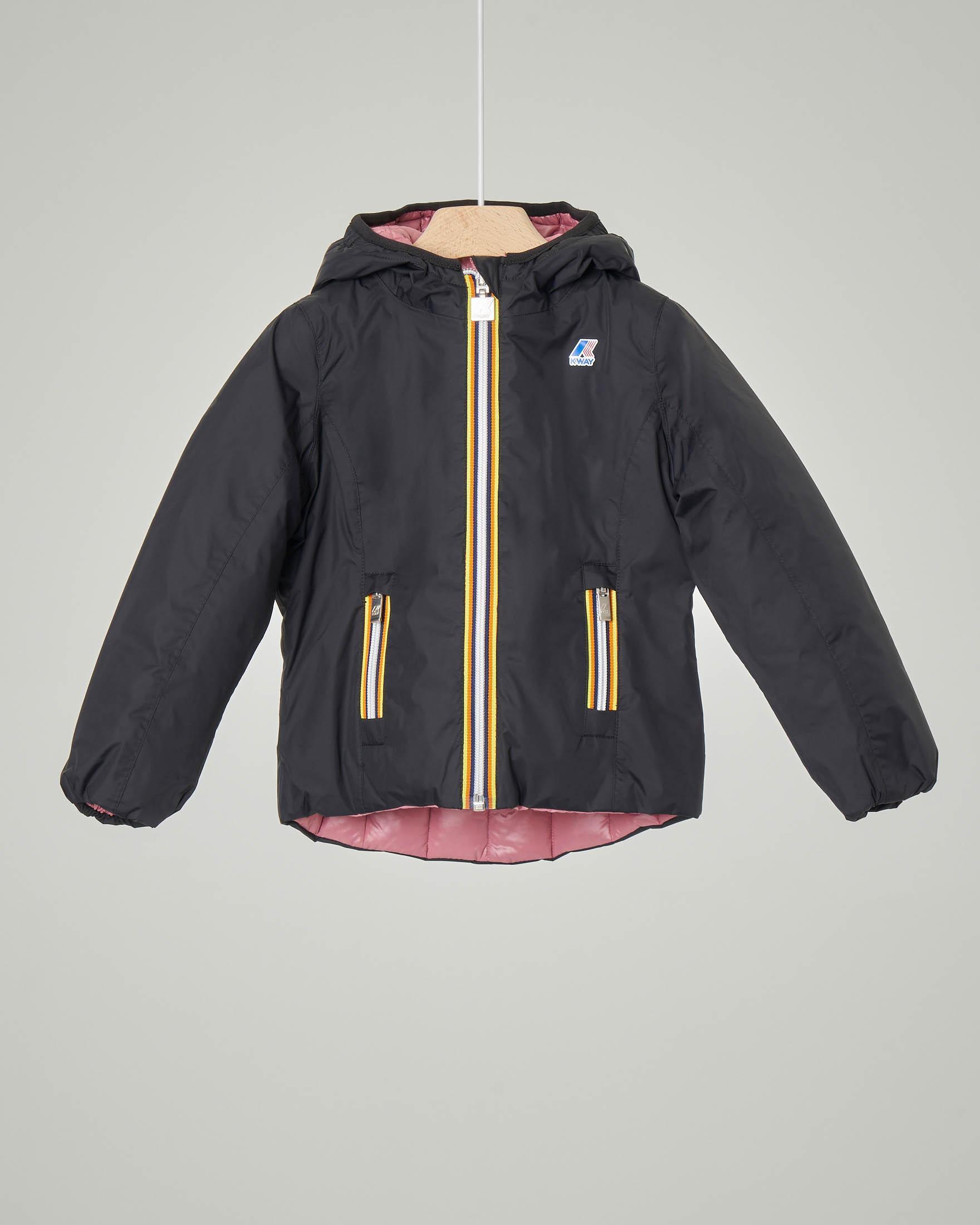 Giacca nera con cappuccio reversibile in piumino rosa 4-8 anni