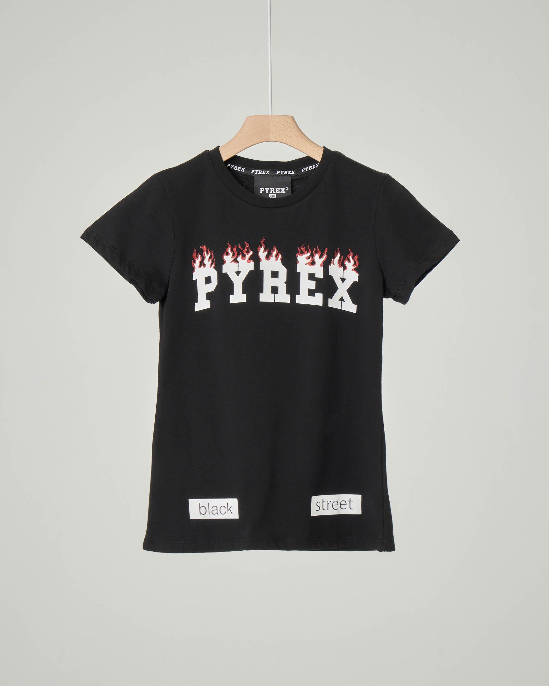 T-shirt nera con grafica logo e fiamma stampata sul petto XS-2XL