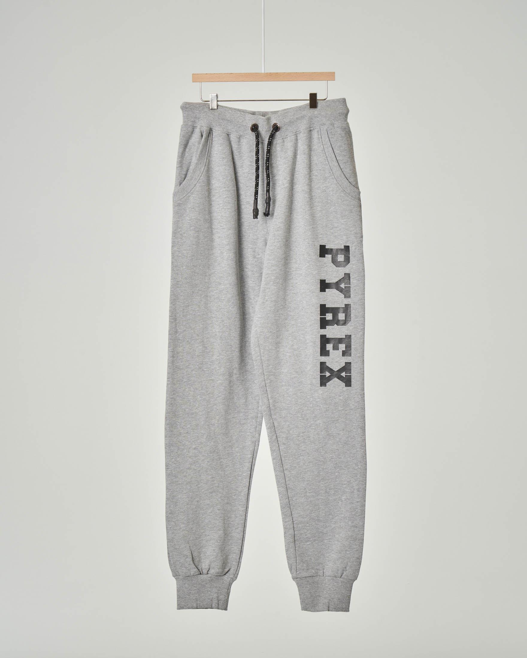 Pantalone grigio in felpa con logo nero lungo la gamba XS-2XL