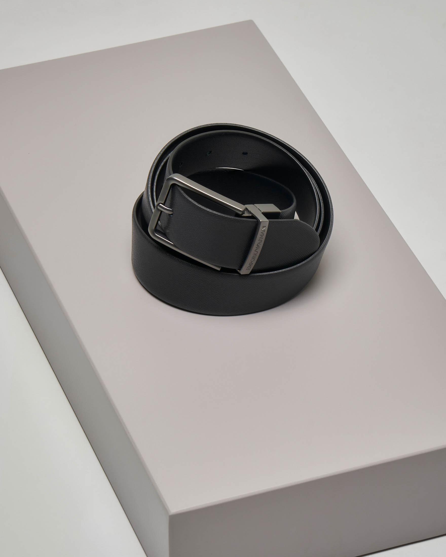 Cintura nera in pelle saffiano reversibile in pelle liscia con fibbia brunita