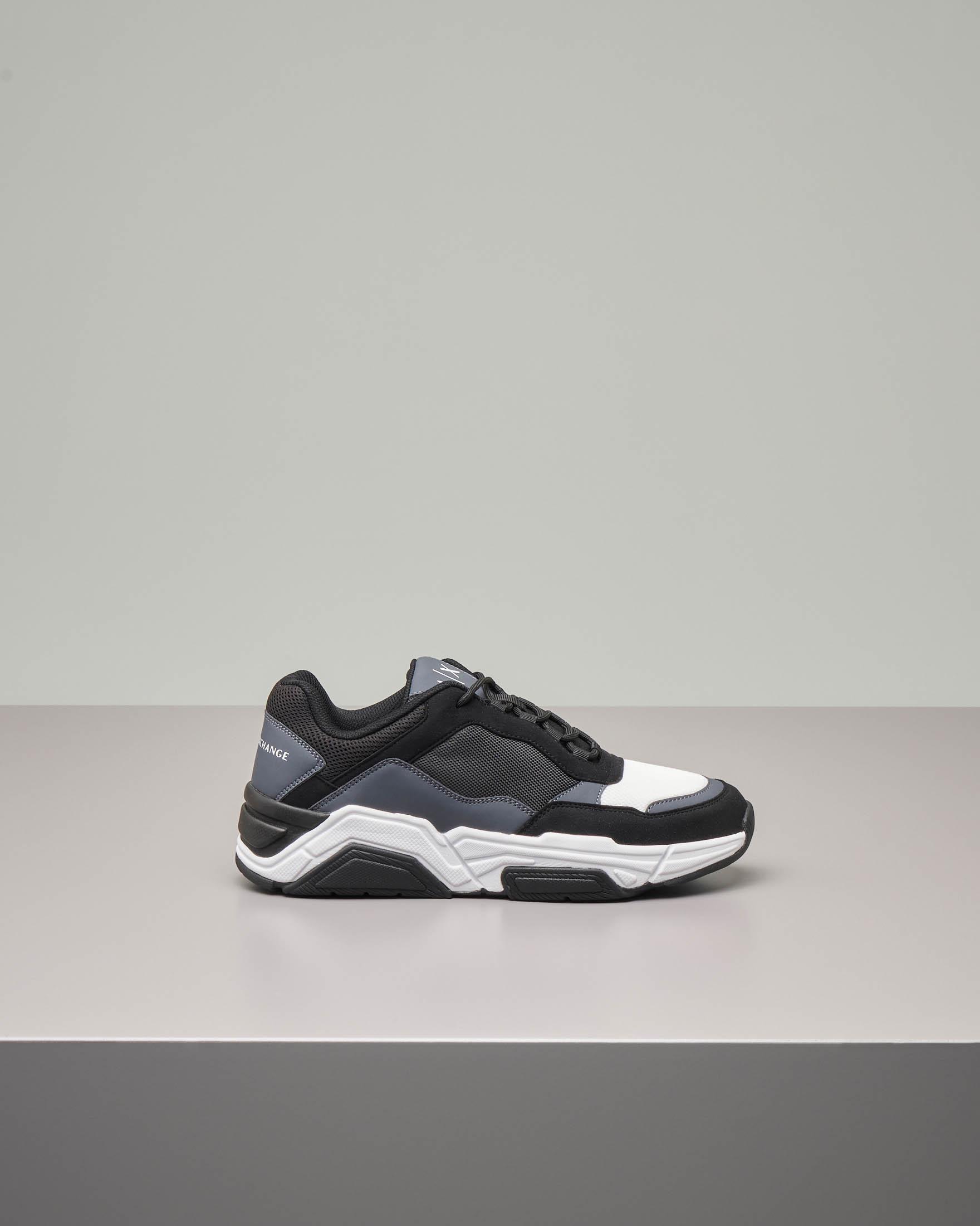 Sneakers grigia e nera in tessuto tecnico e mesh