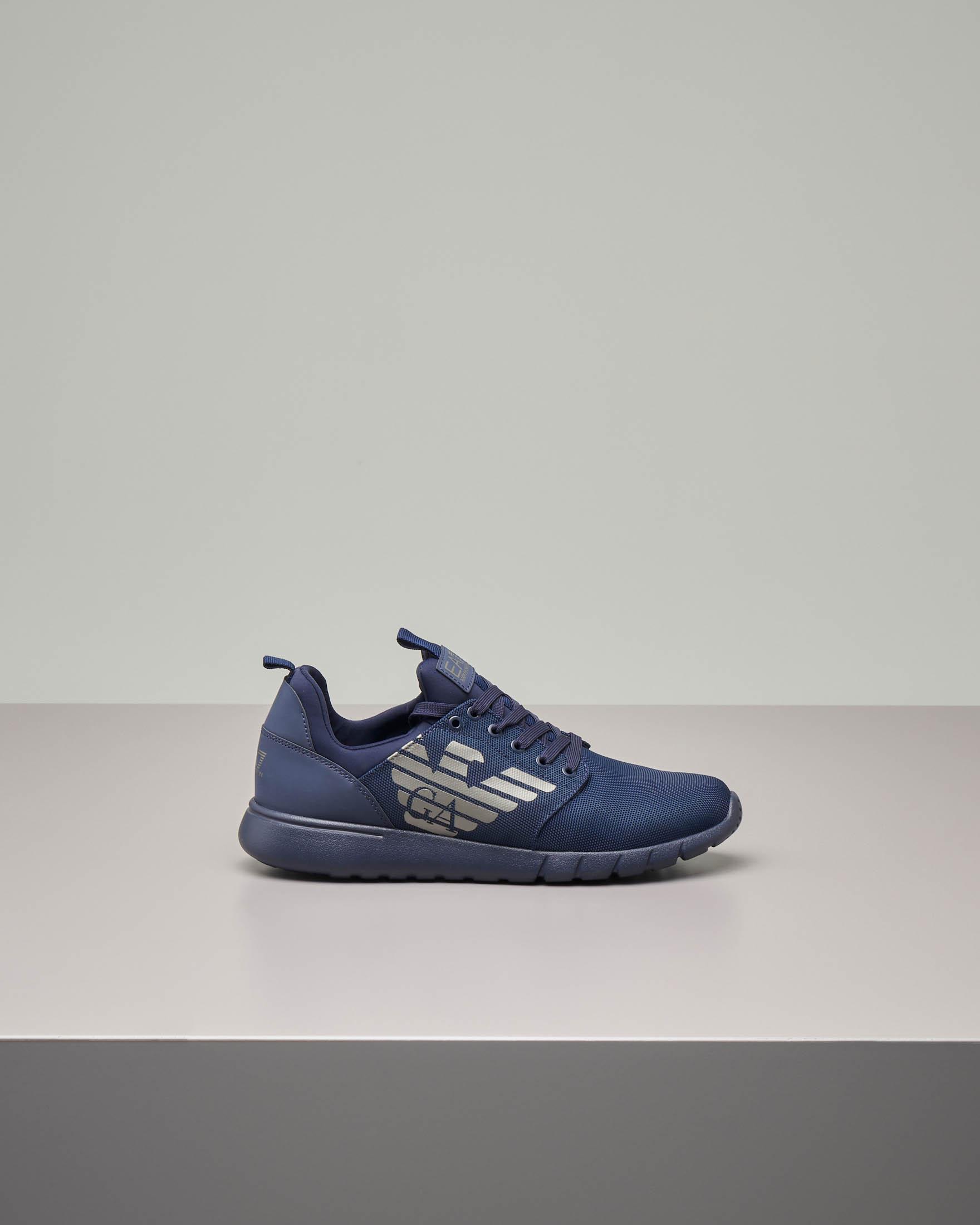 Sneakers blu con logo grigio in mesh