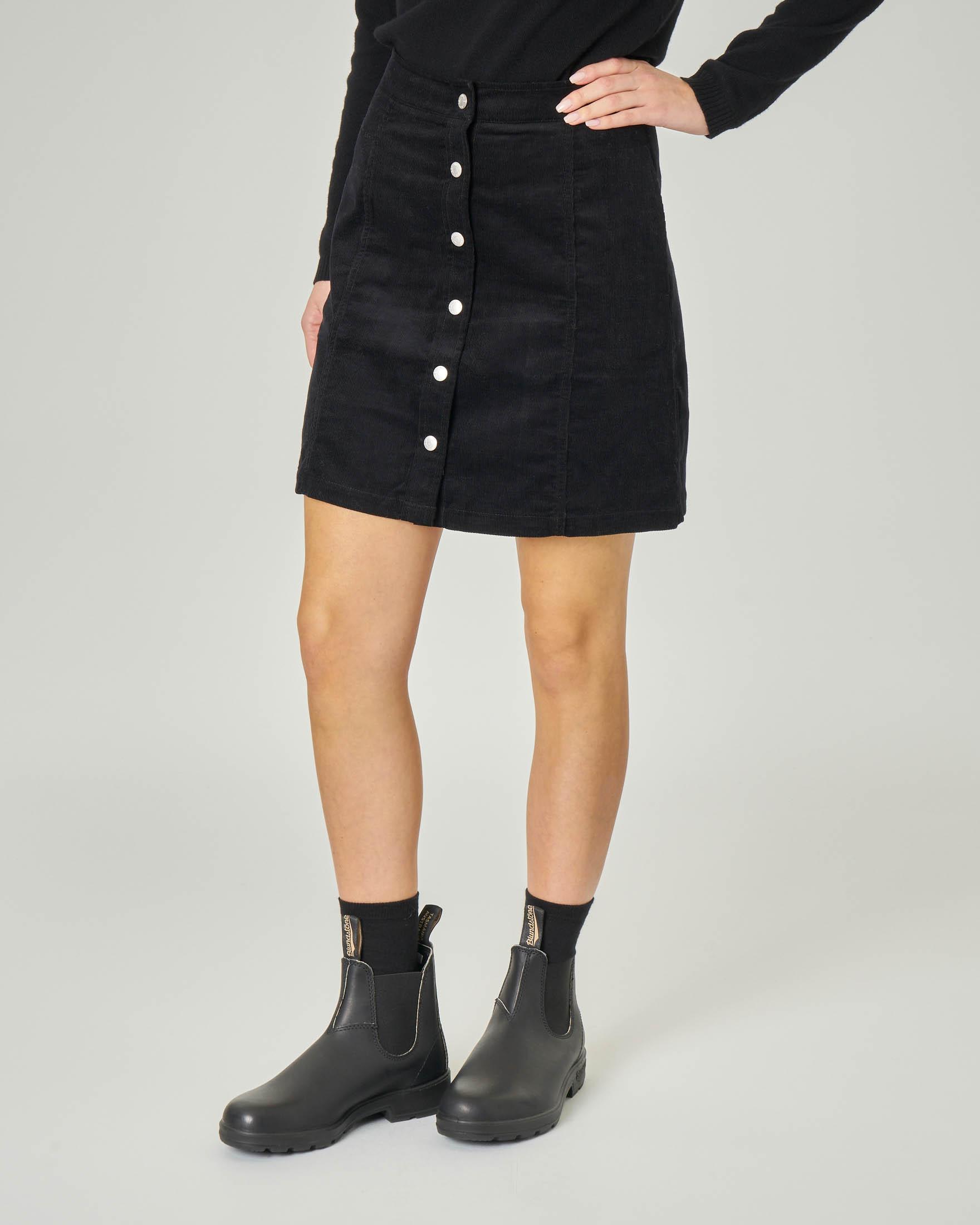 Minigonna nera in velluto millerighe in cotone con bottoni davanti