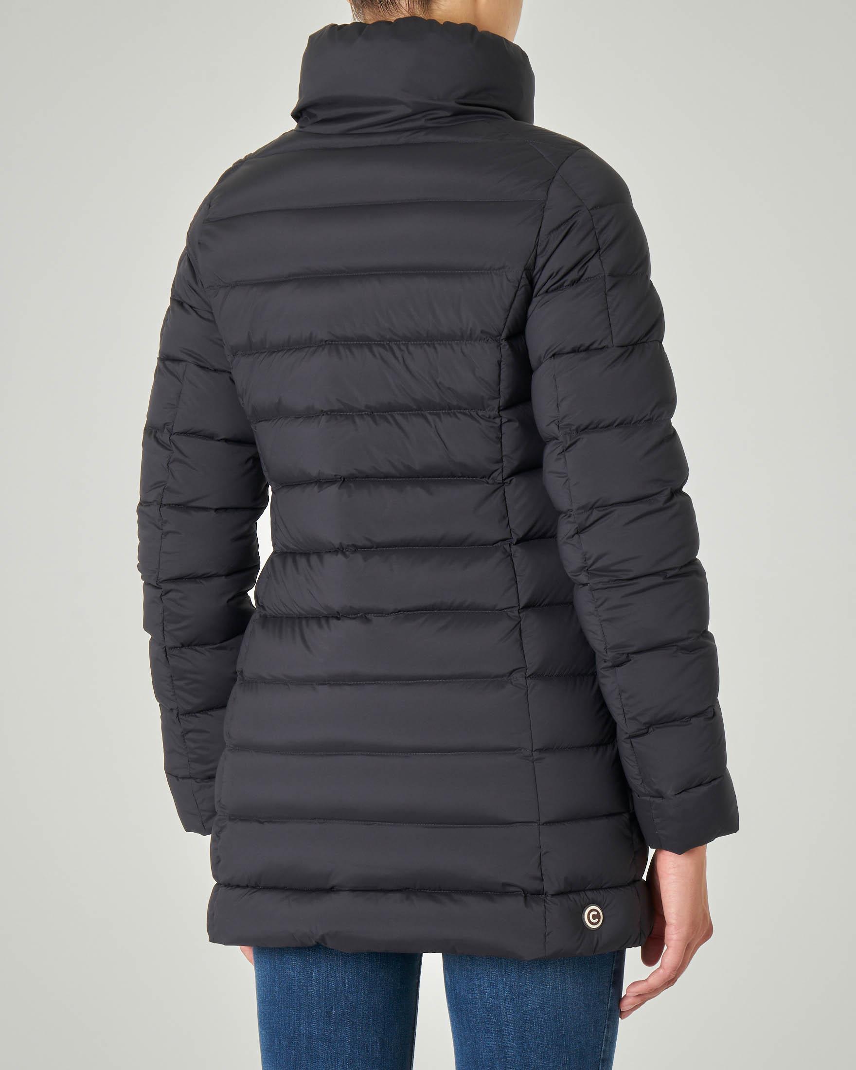 Piumino lunghezza molto sfiancato colore nero effetto opaco con collo alto   Pellizzari E commerce