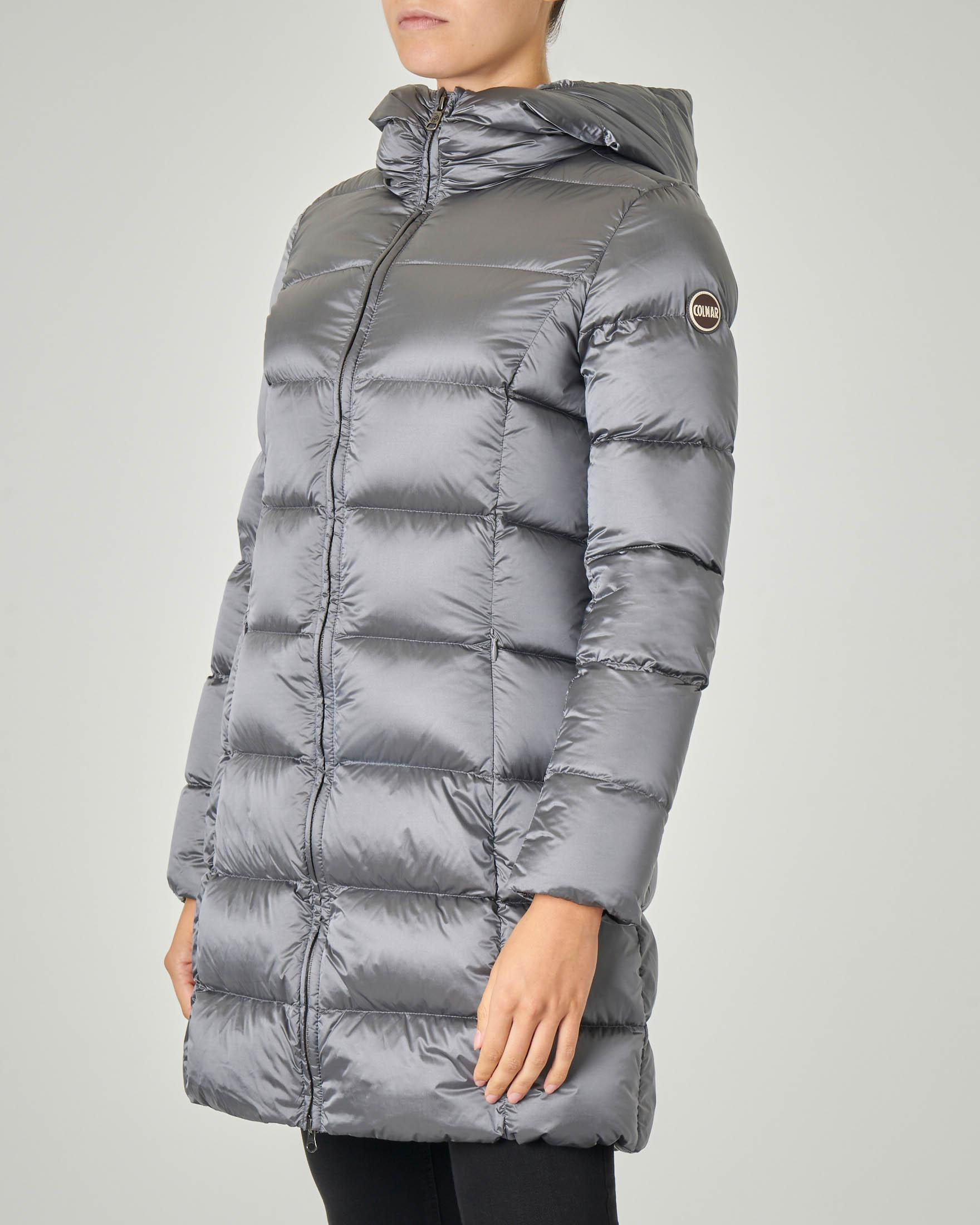 Piumino grigio piombo effetto lucido lunghezza media con cappuccio