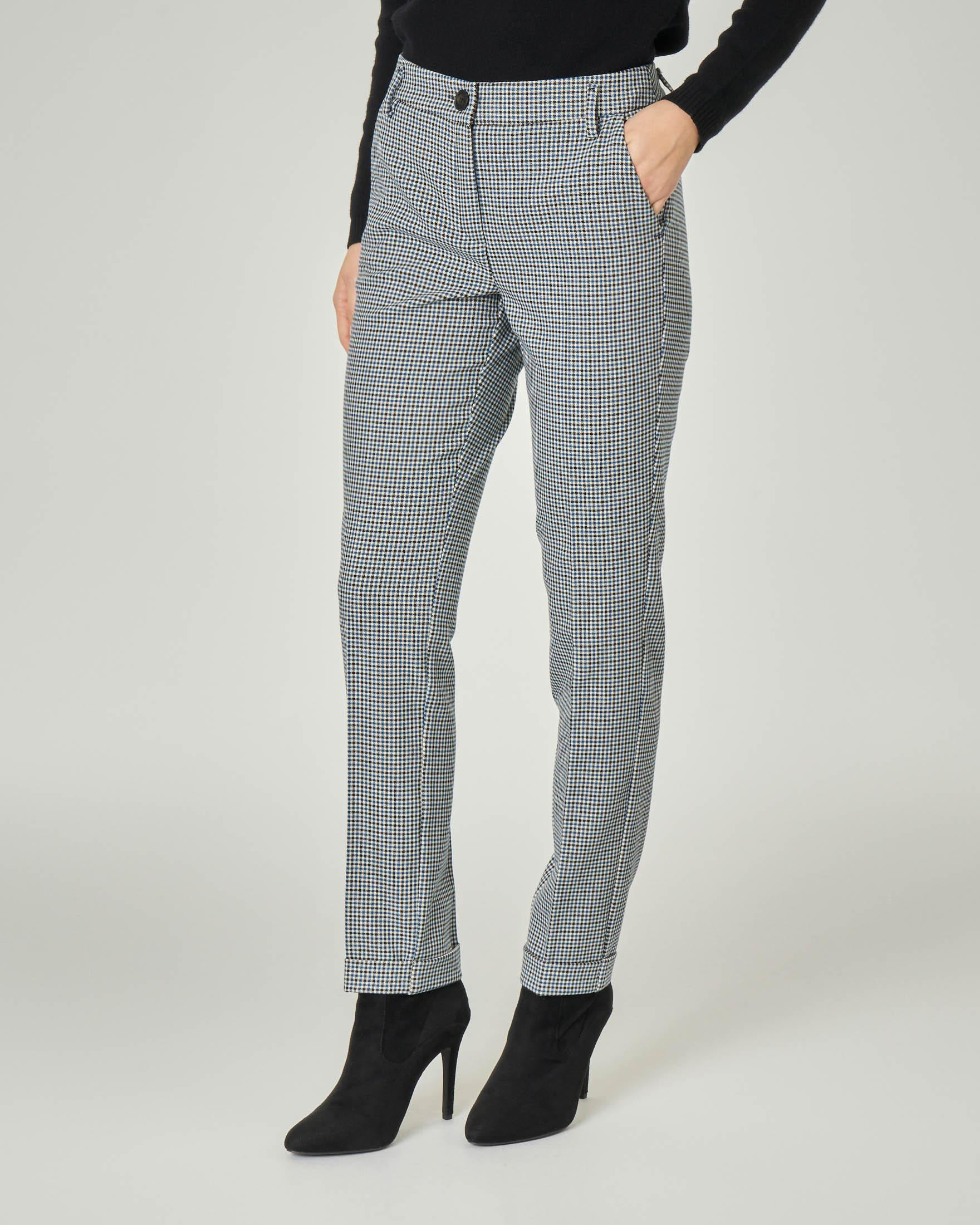 Pantaloni in tessuto misto viscosa a fantasia pied de poule nera e bianca con riga ottanio
