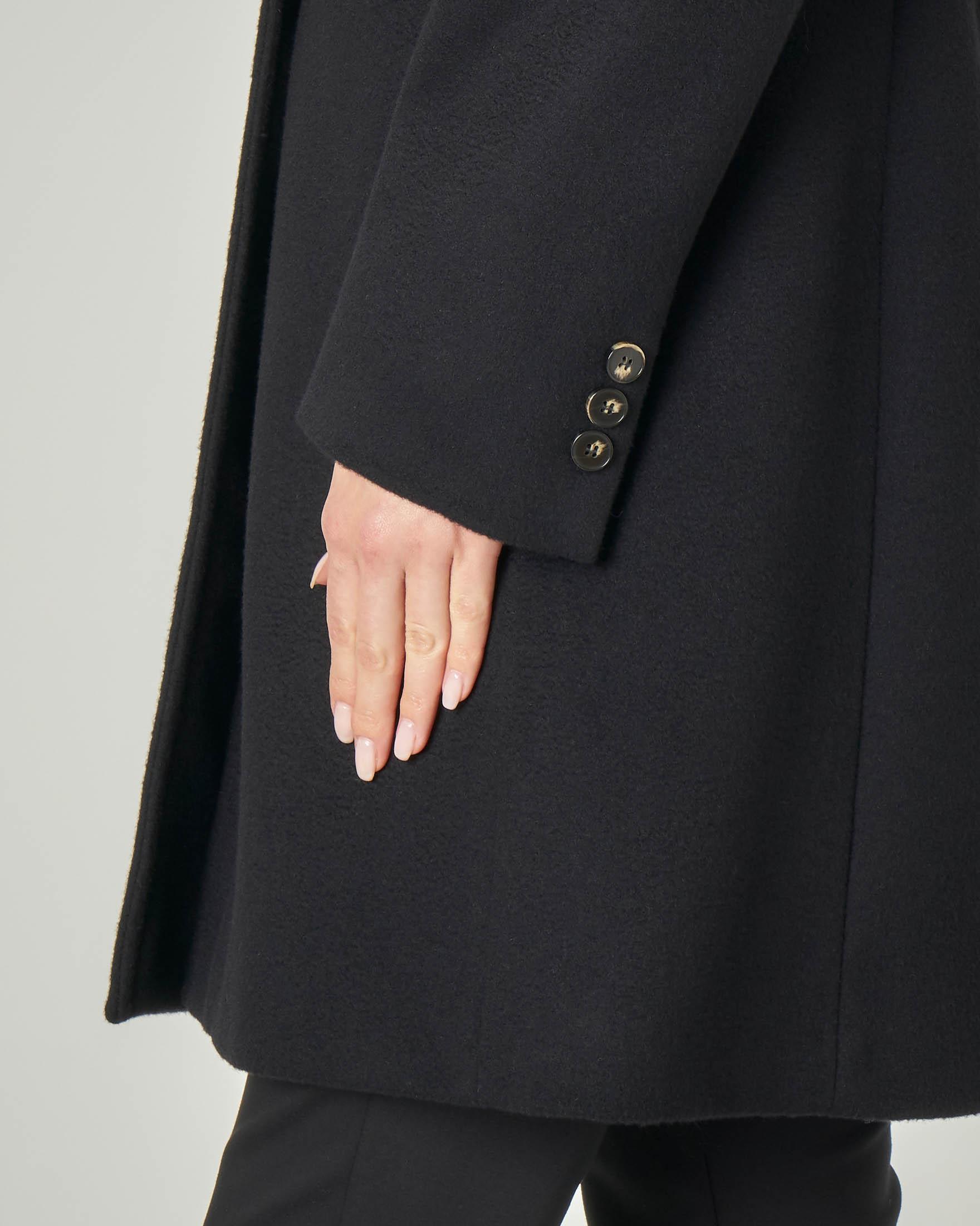 Cappotto nero taglio a uomo in pura lana vergine