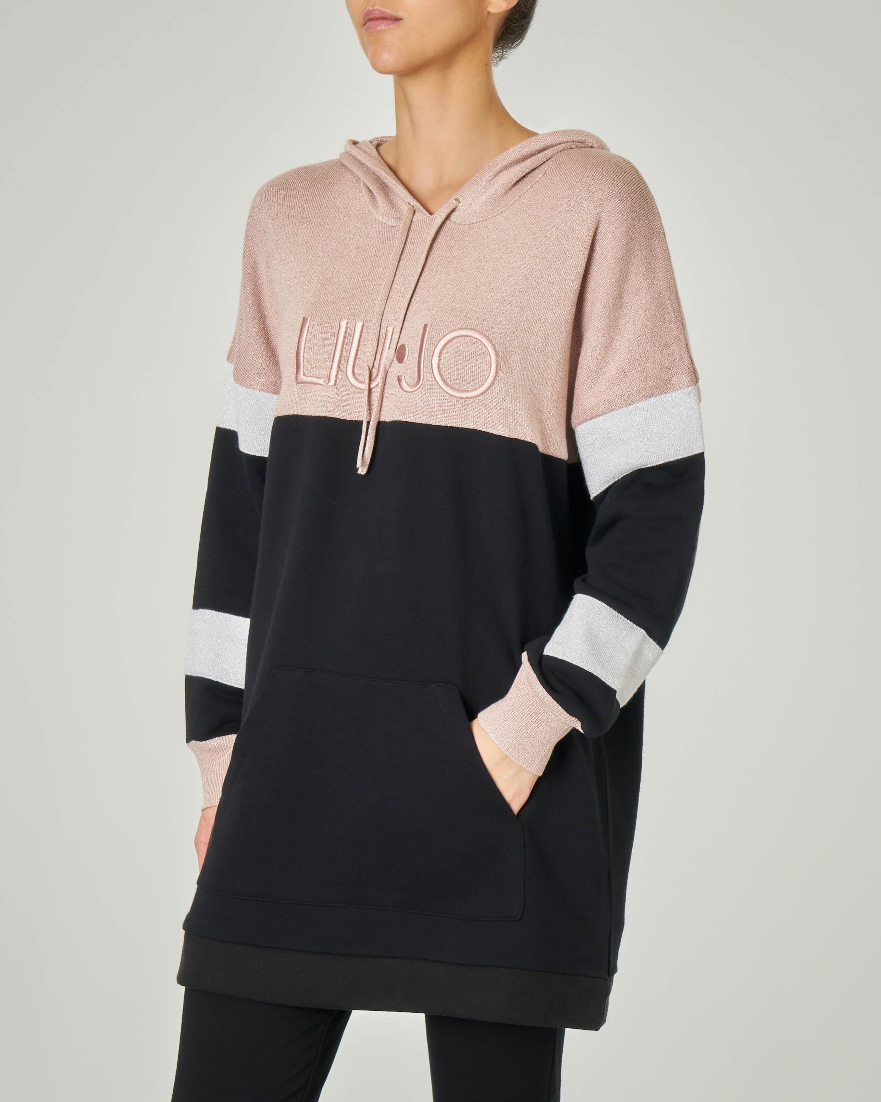 Maxi felpa in cotone con cappuccio a blocchi di colore con scritta logo ricamata in rilievo