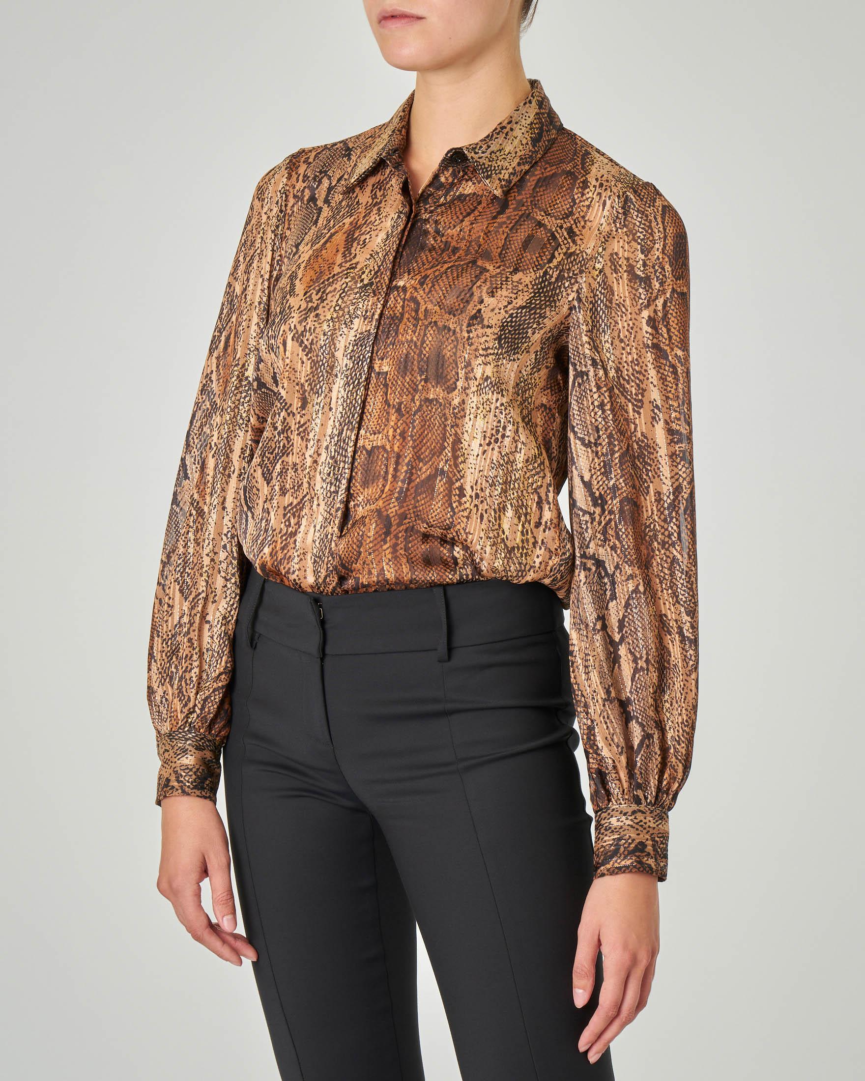 Camicia in georgette a stampa pitonata cammello con maniche a sbuffo