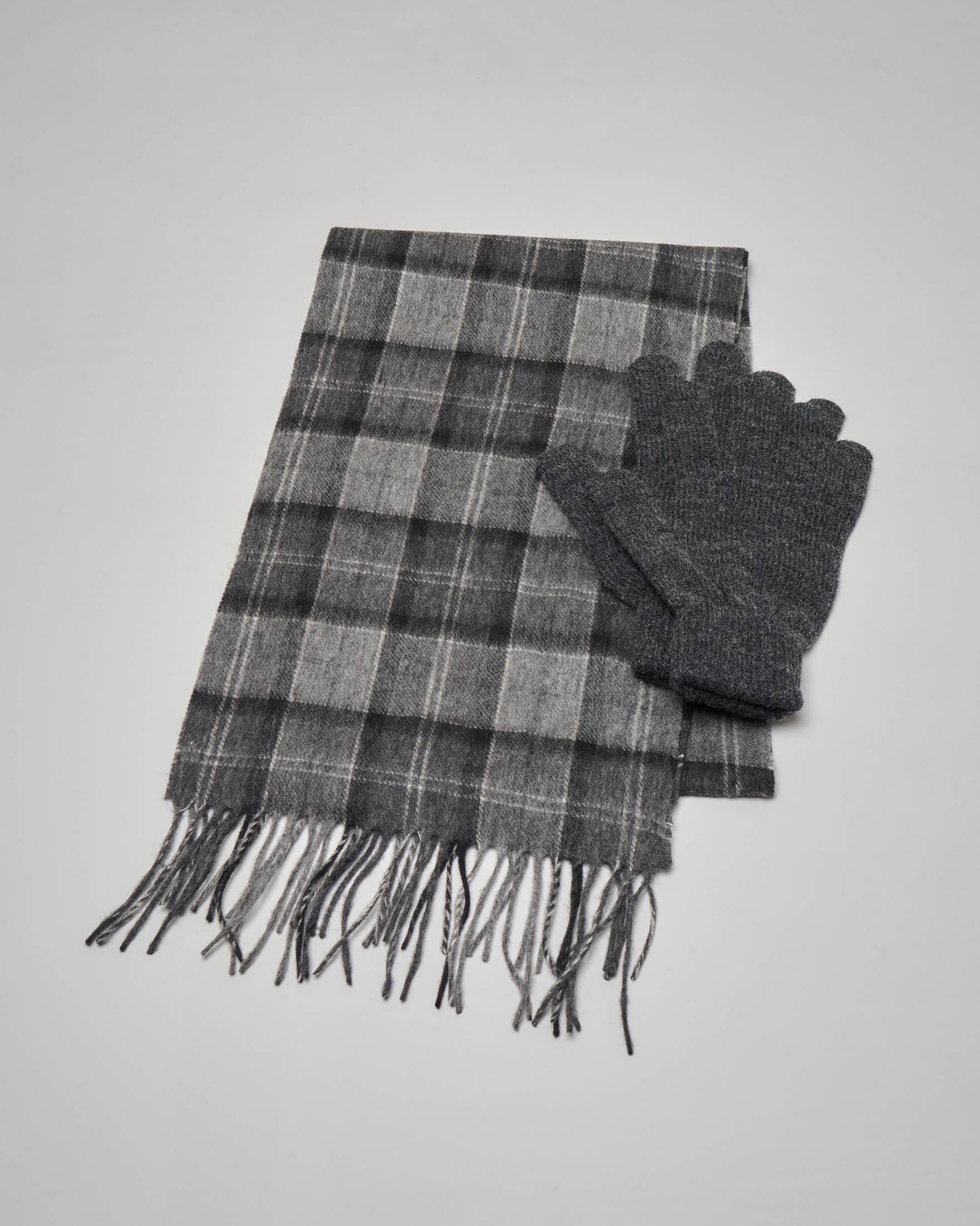 Sciarpa e guanti in lana in tartan check grigio antracite