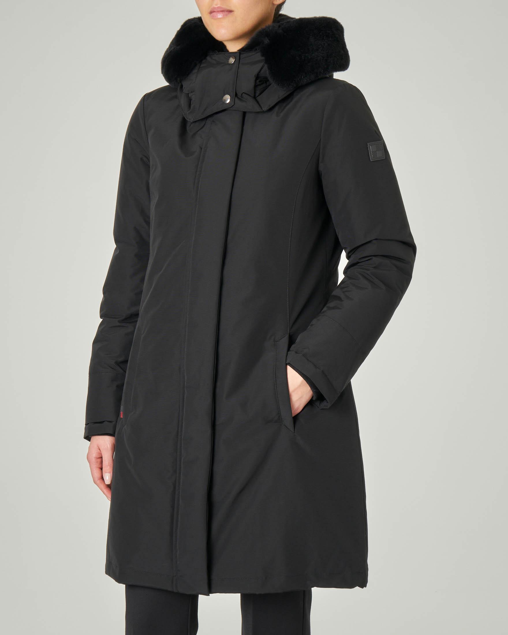 W'S Bow Bridge Coat nero con cappuccio con fodera interna in pelliccia tono su tono