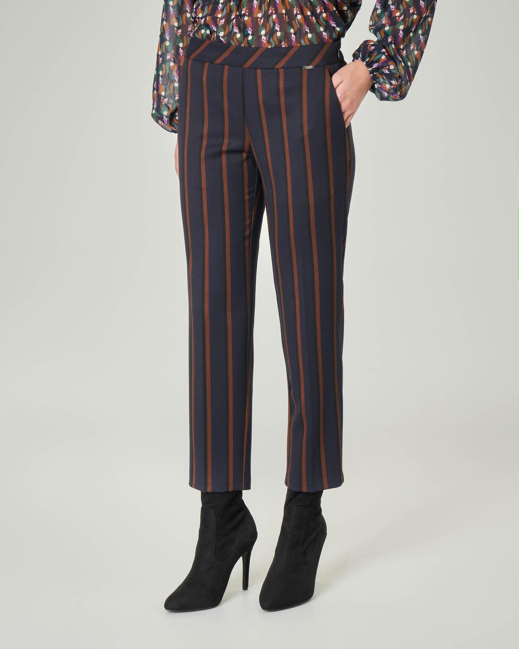 Pantalone a sigaretta blu gessato cammello