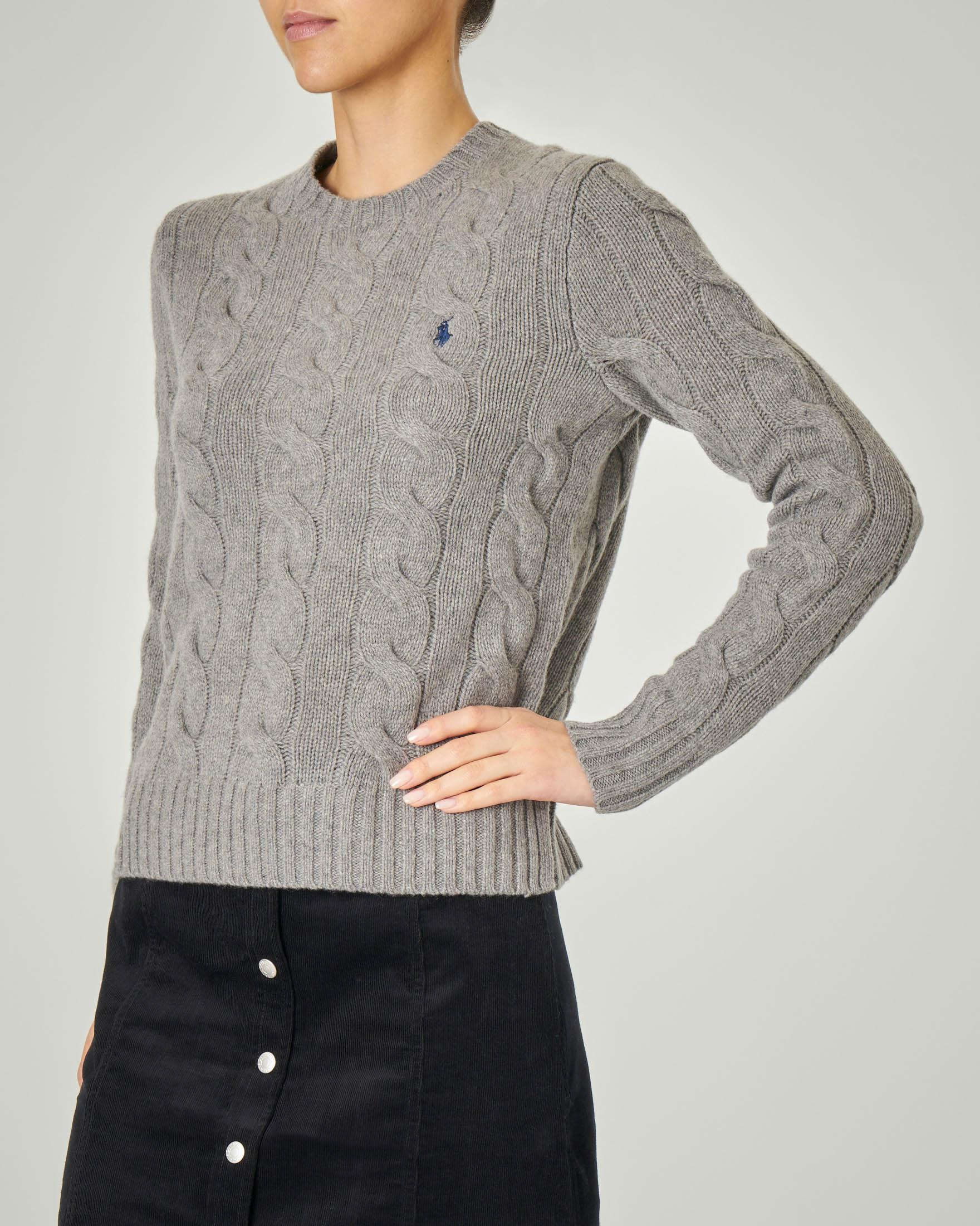 Maglia grigia in lana e cashmere con motivo a trecce e spacchetti laterali