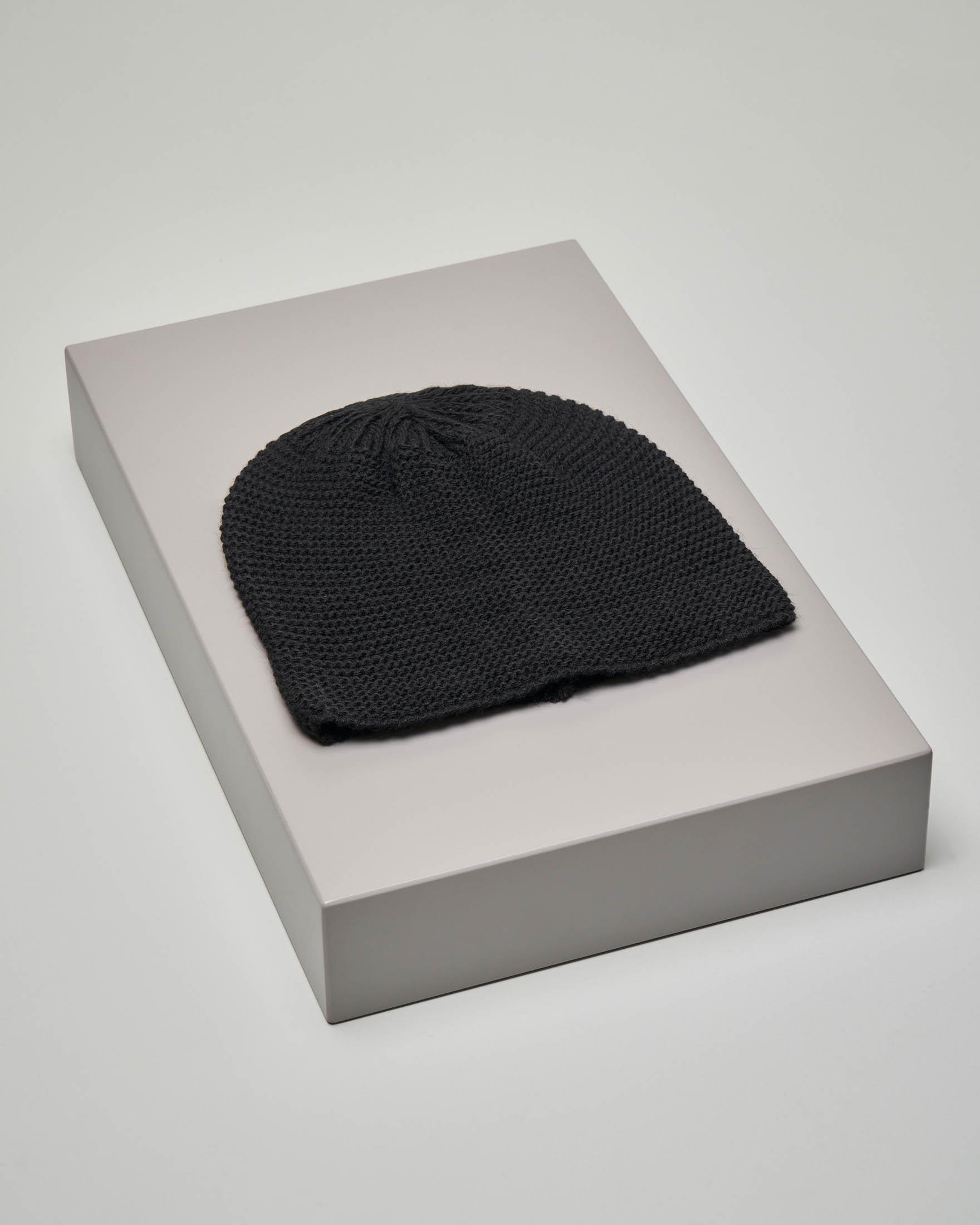 Cuffia nera in misto lana lavorazione punto riso