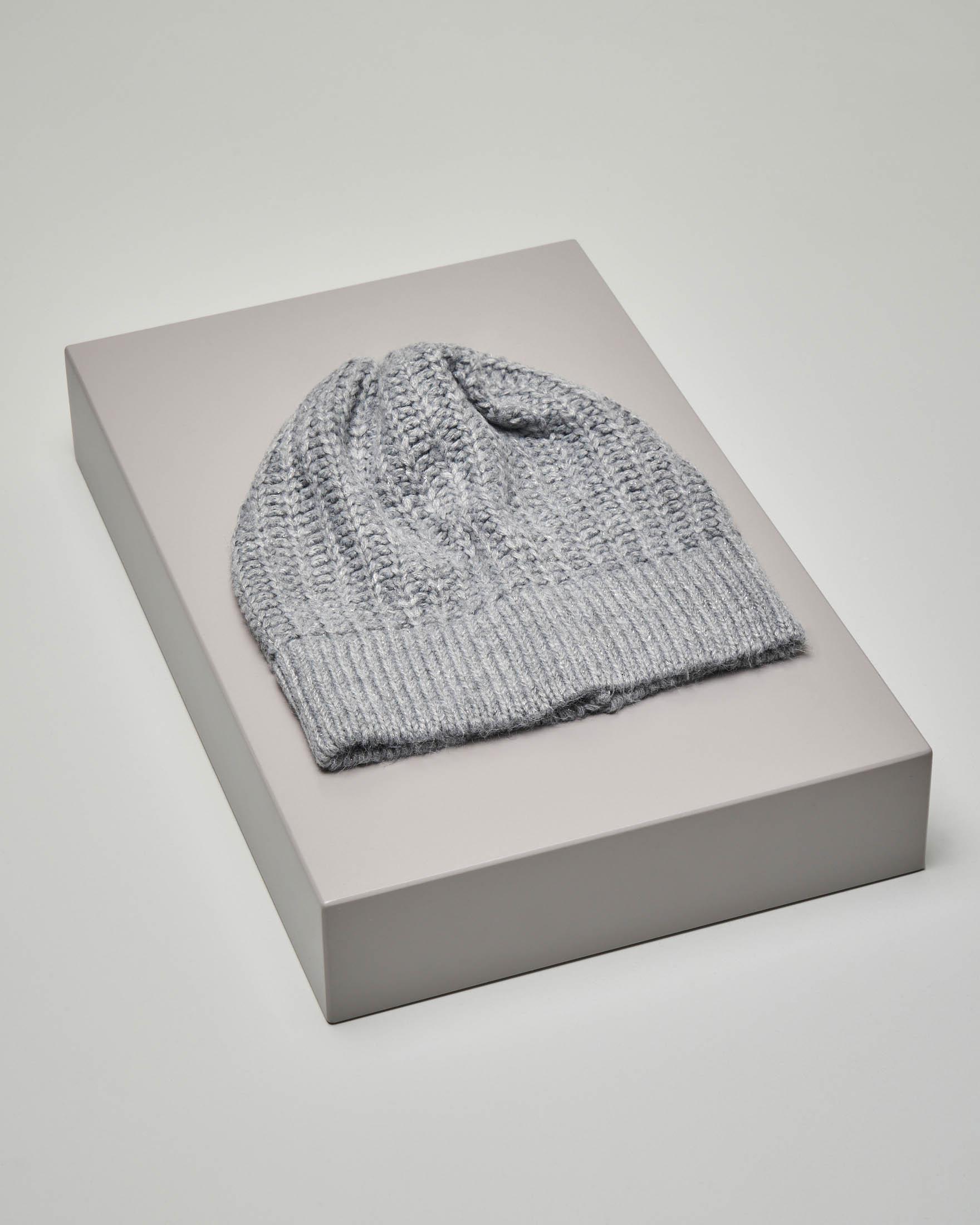 Berretto grigio chiaro tricot in misto lana con inserti in lurex