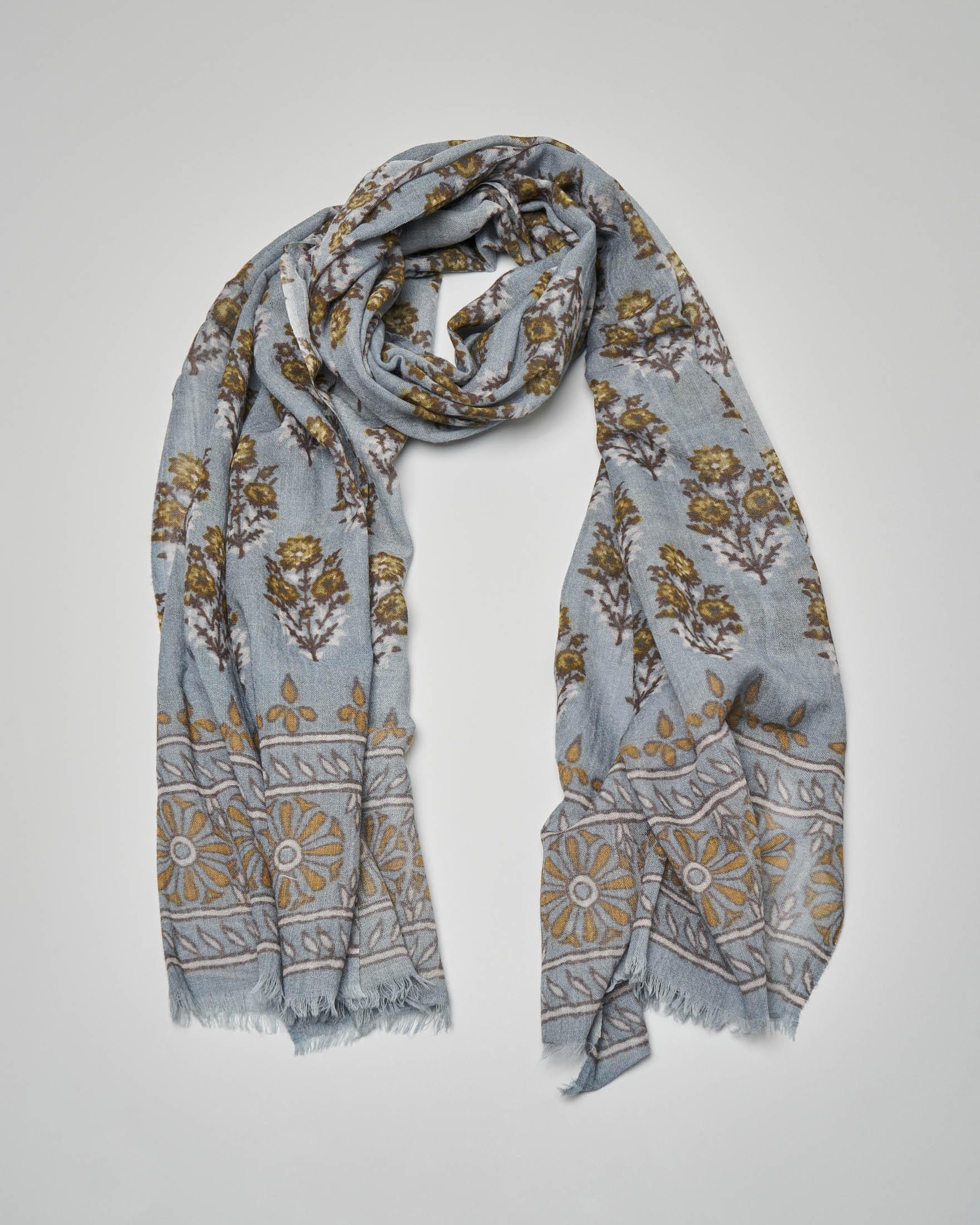 Sciarpa in lana azzurra a fantasia fleurage color lime e fondo a contrasto