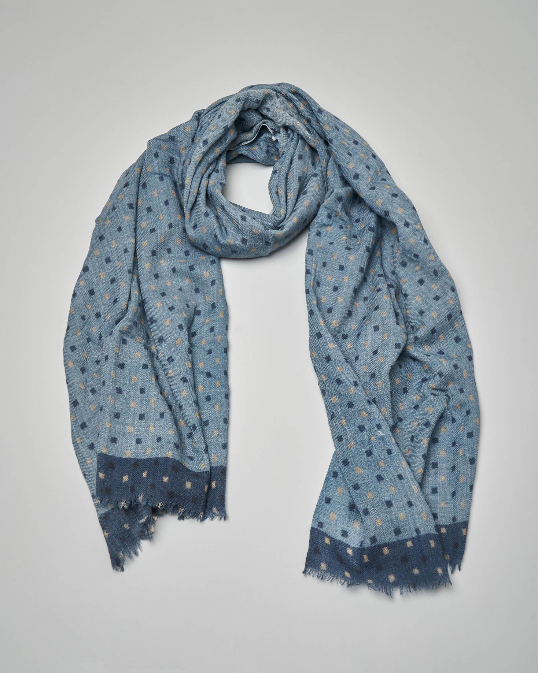 Sciarpa in lana azzurra a fantasia quadratini beige e fondo a contrasto