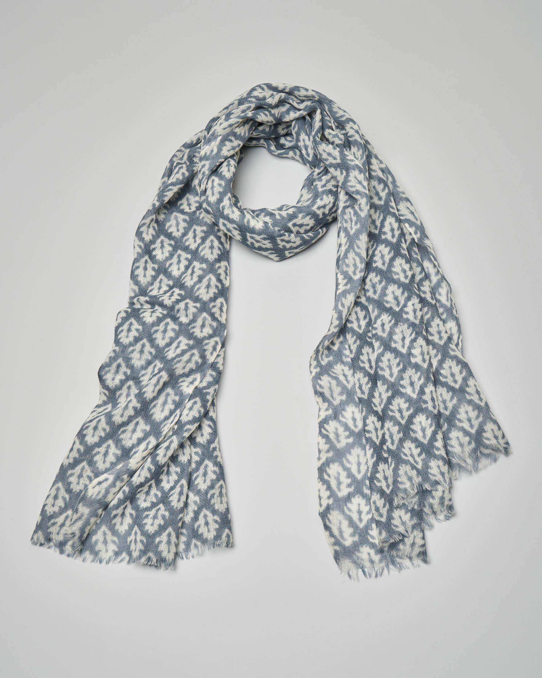 Sciarpa in lana azzurra a fantasia foliage bianca