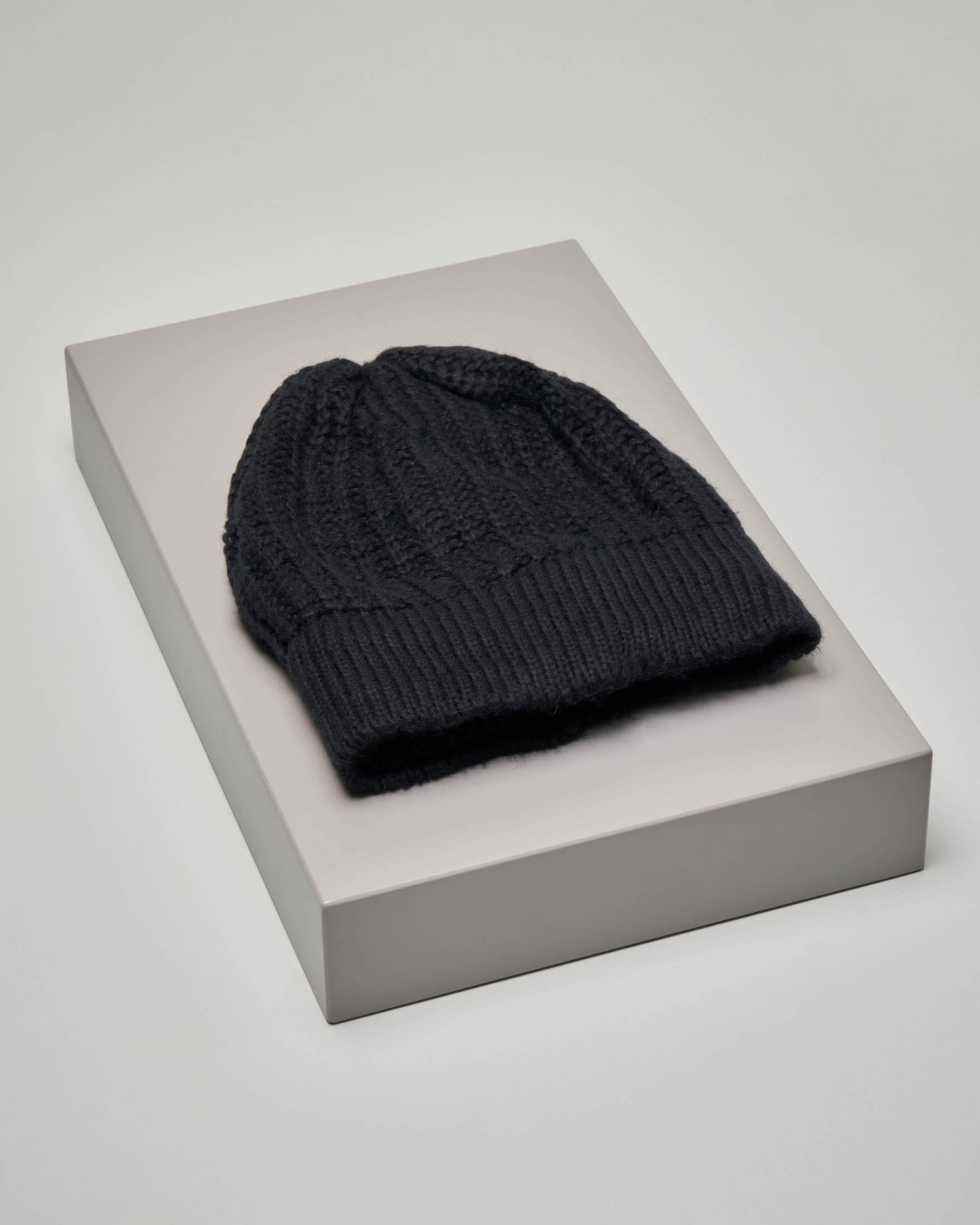 Berretto nero tricot in misto lana