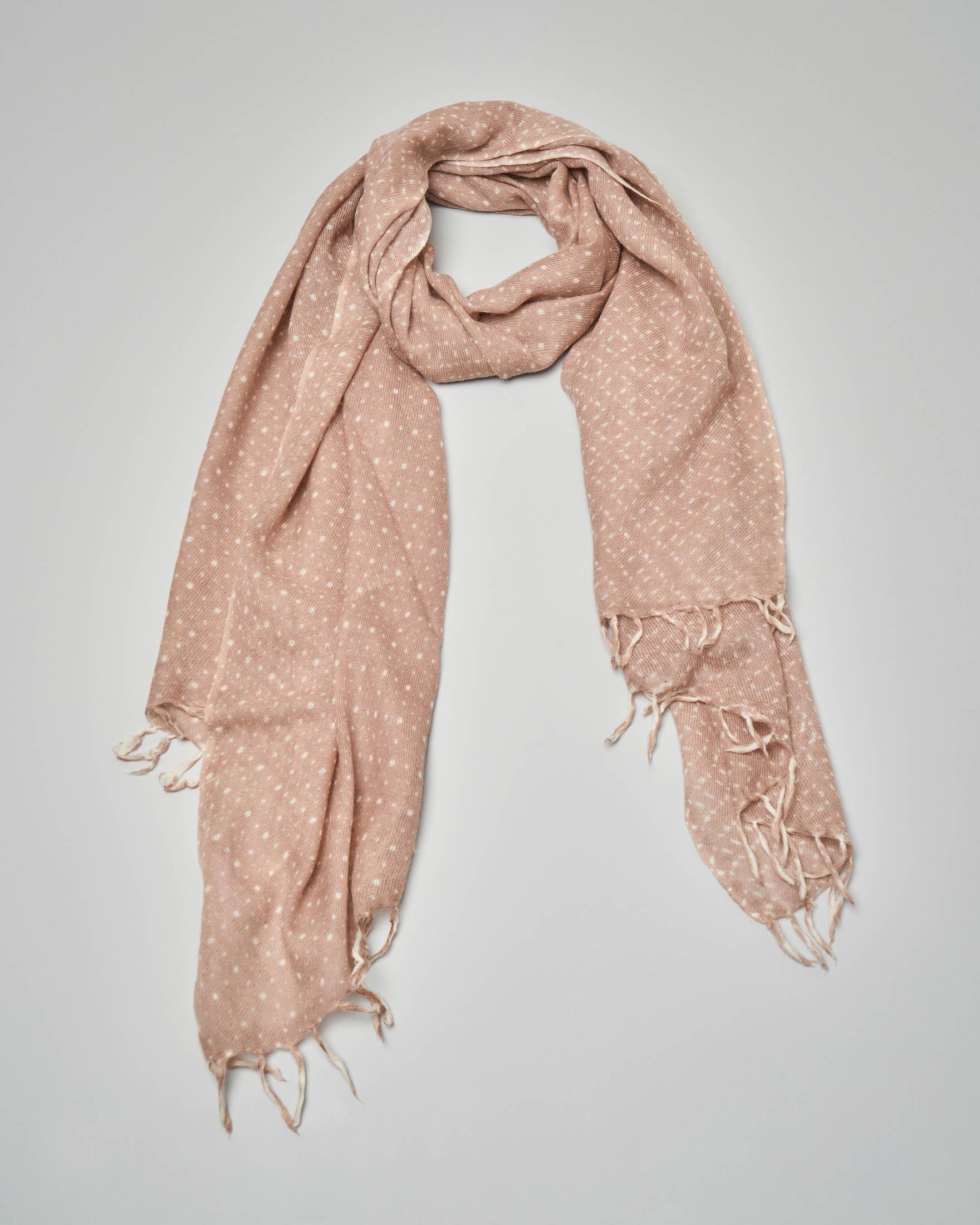 Sciarpa in lana rosa con micro disegni bianchi