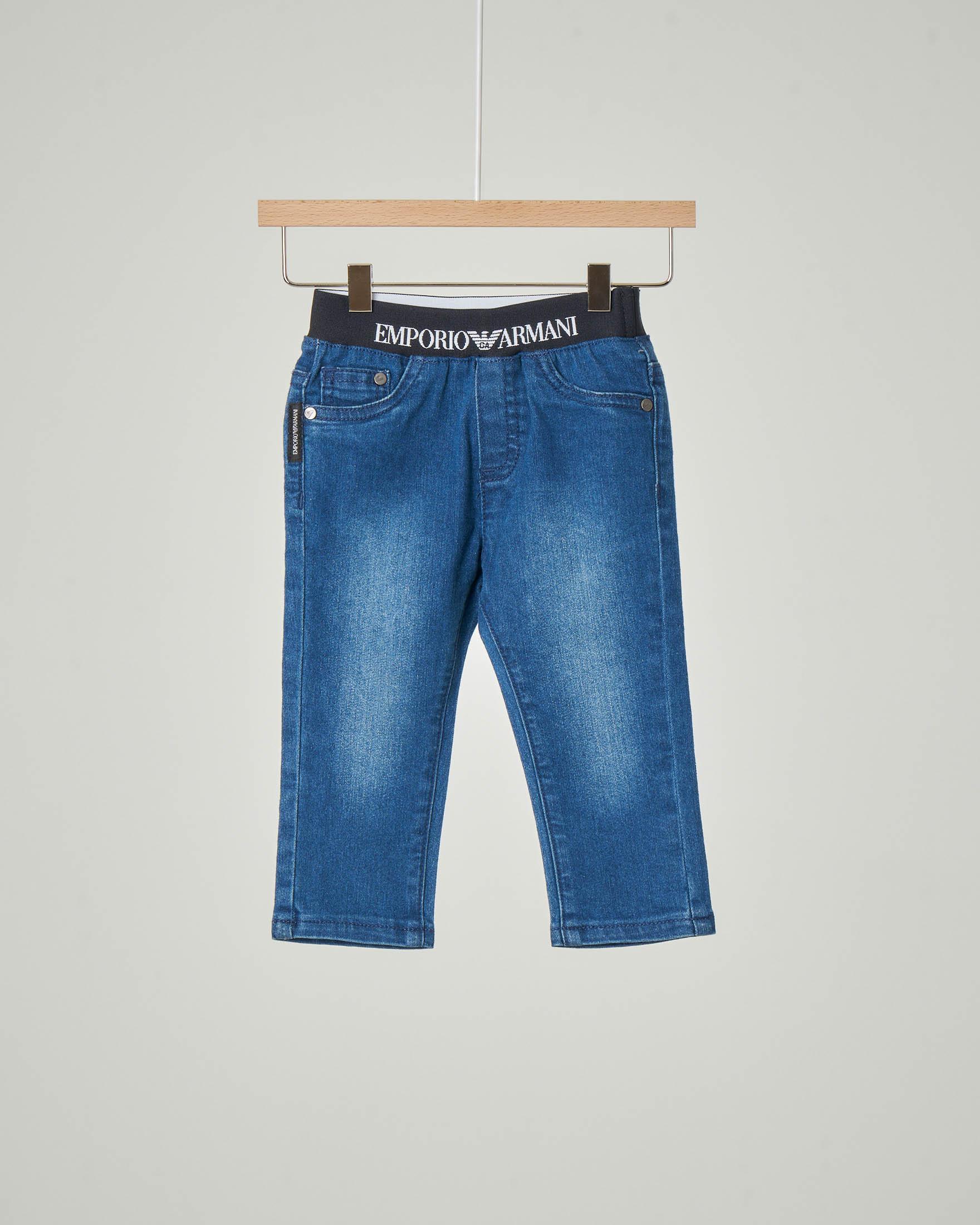 Jeans stone wash con elastico in vita logato 9-36 mesi