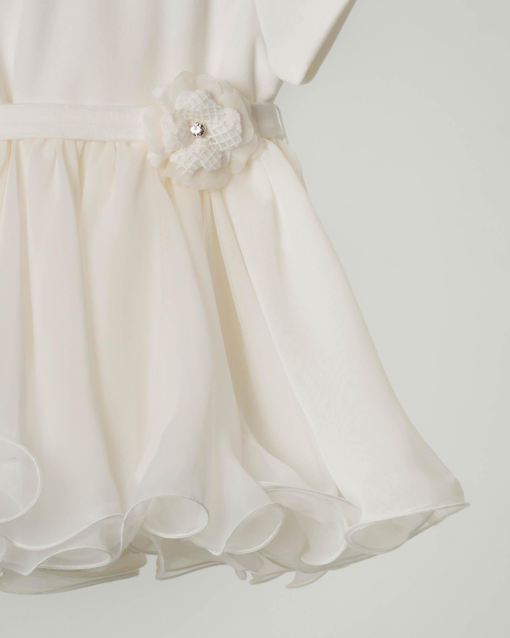 Abito bianco con gonna in tulle ondulata e cintura con fiocco abbinata 6-18 mesi