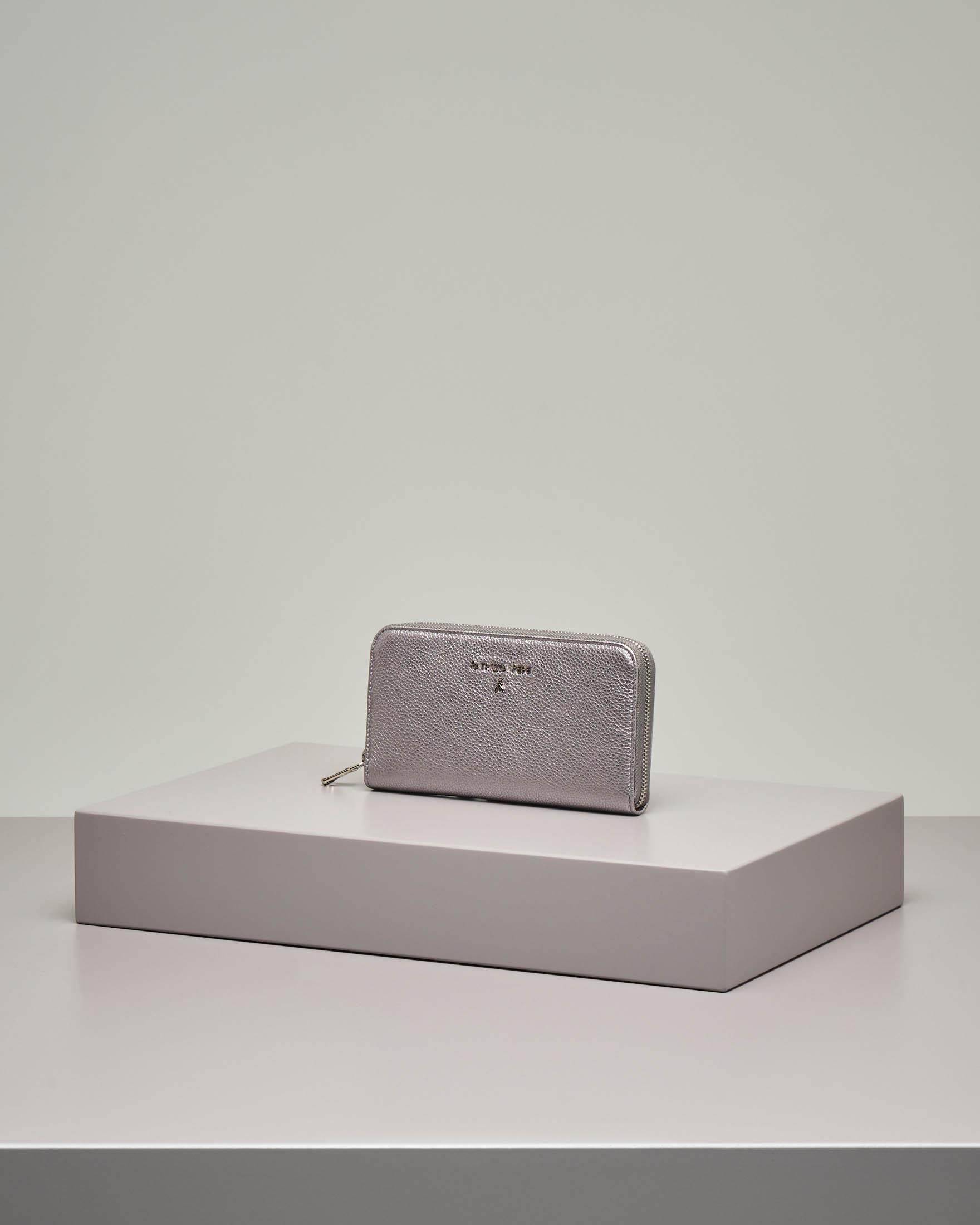 Portafoglio color argento in pelle effetto martellato con chiusura a cerniera misura grande