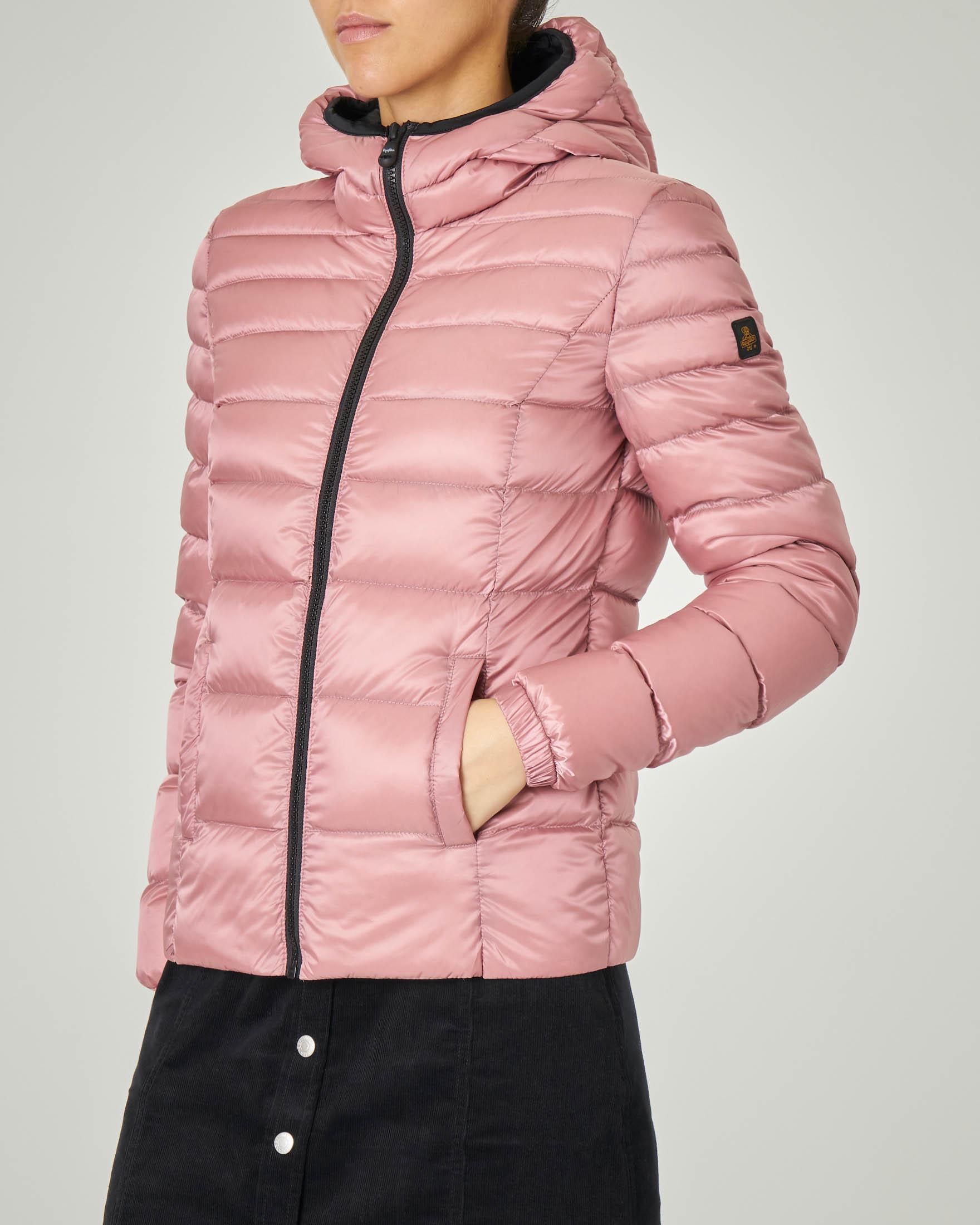 Piumino corto rosa modello Mead Jacket con cappuccio fisso e dettagli a contrasto