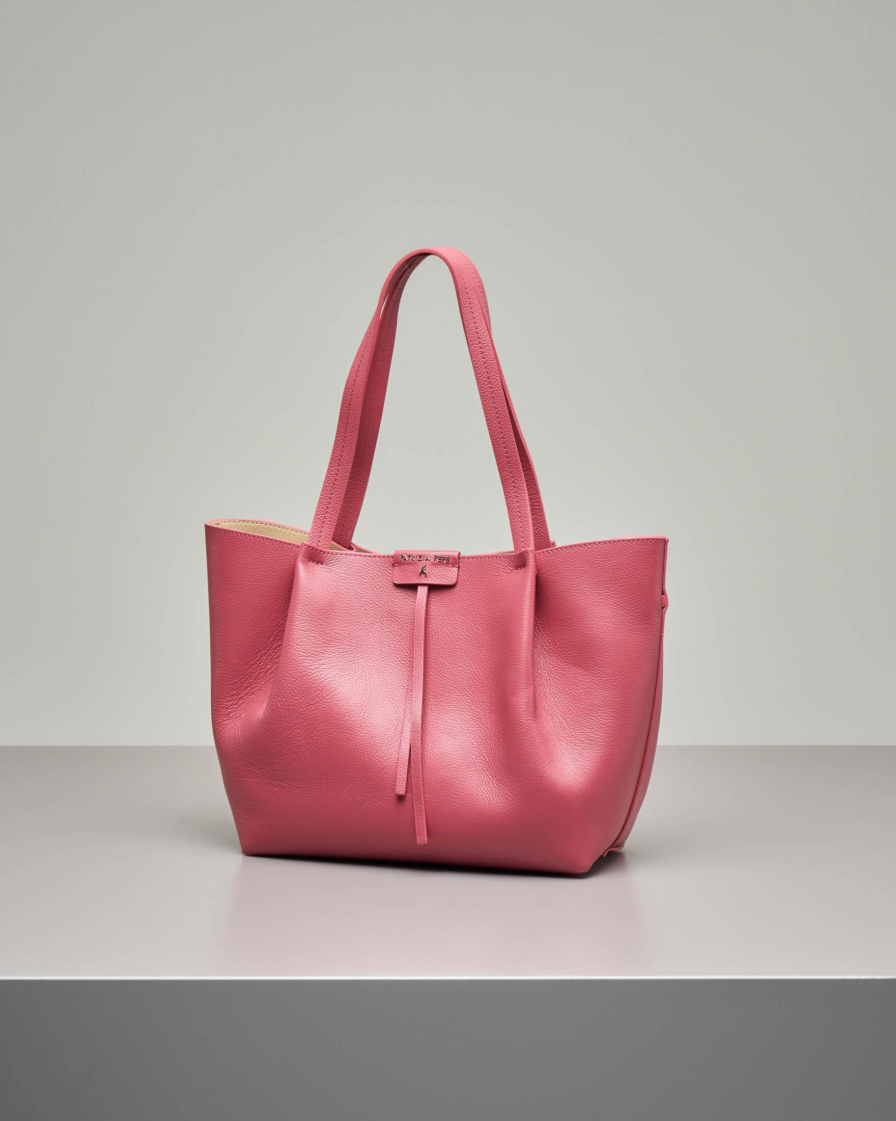 Shopping bag rosa in pelle di vitello martellata con pochette interna