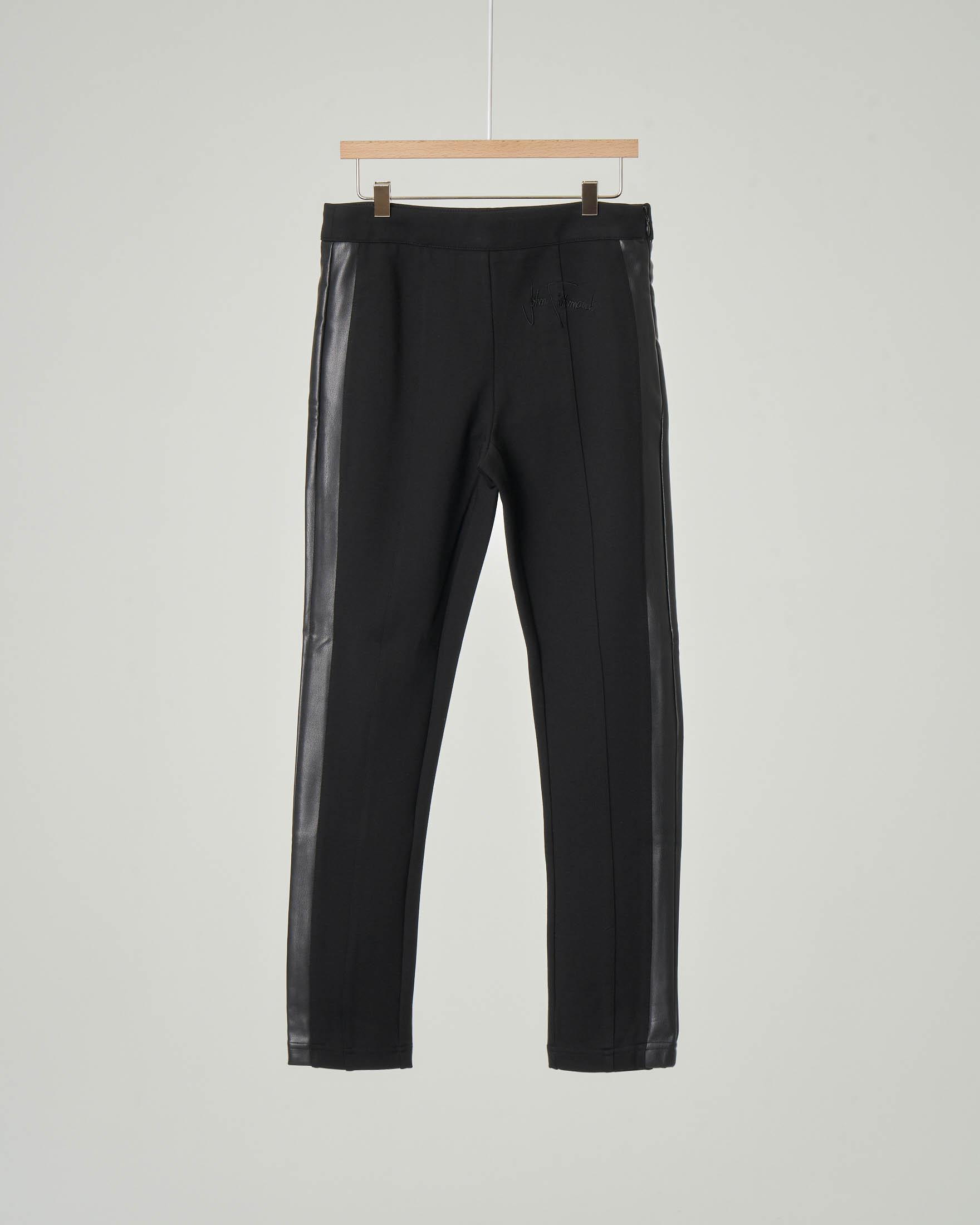 Pantalone nero con bande in ecopelle e logo ricamato 10-16 anni