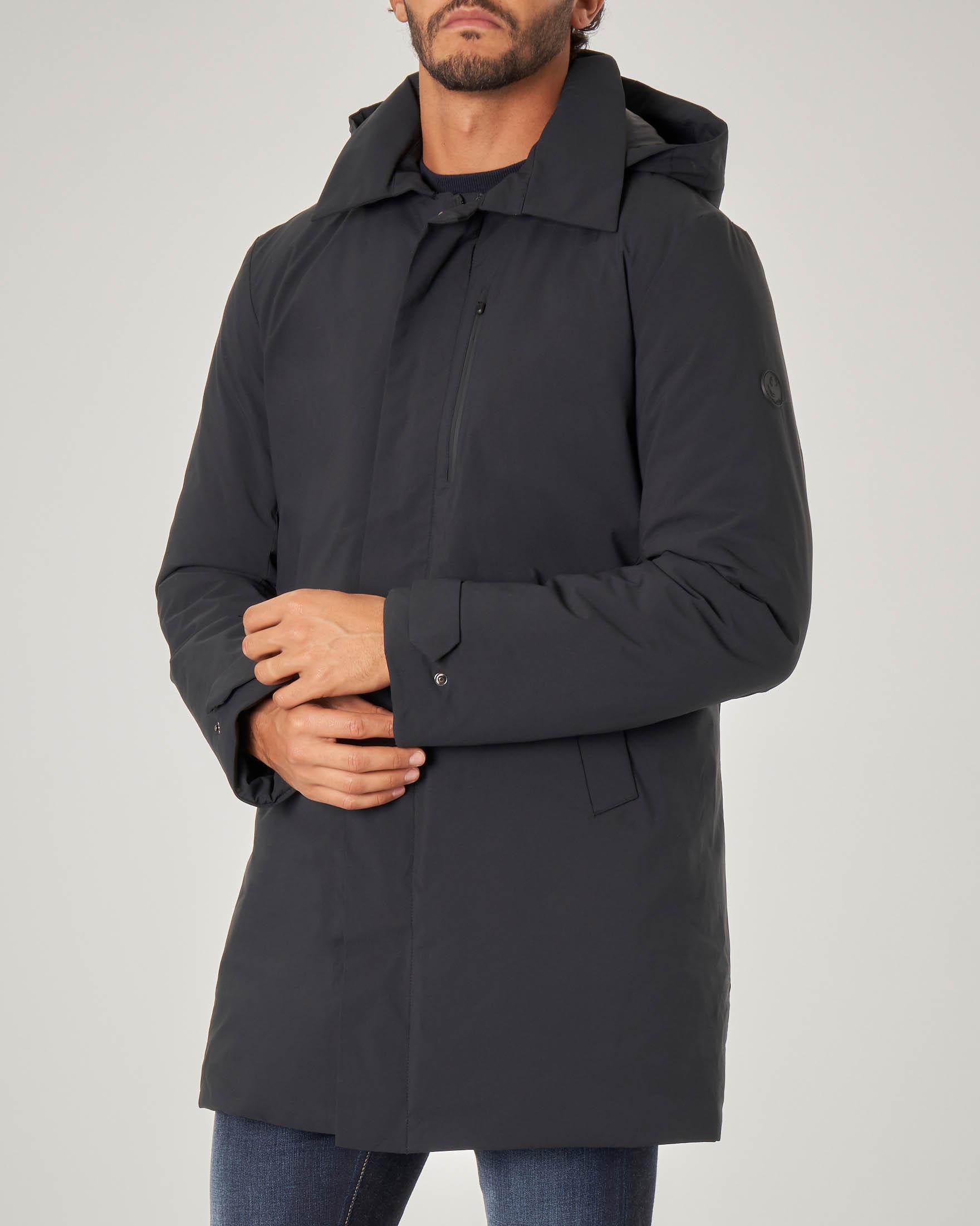 Impermeabile nero con cappuccio staccabile imbottito in Plumtech®