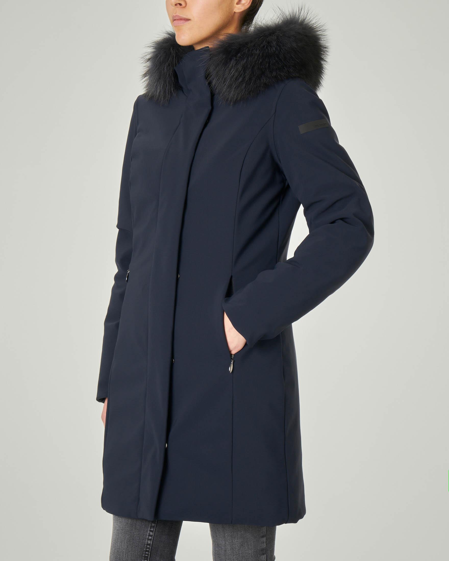 Cappotto blu imbottito con cappuccio con profilo staccabile in pelliccia