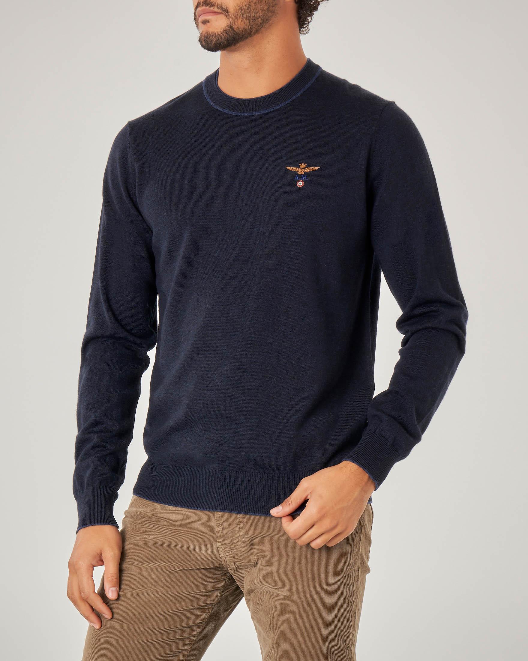 Maglia blu girocollo in lana con toppa in contrasto