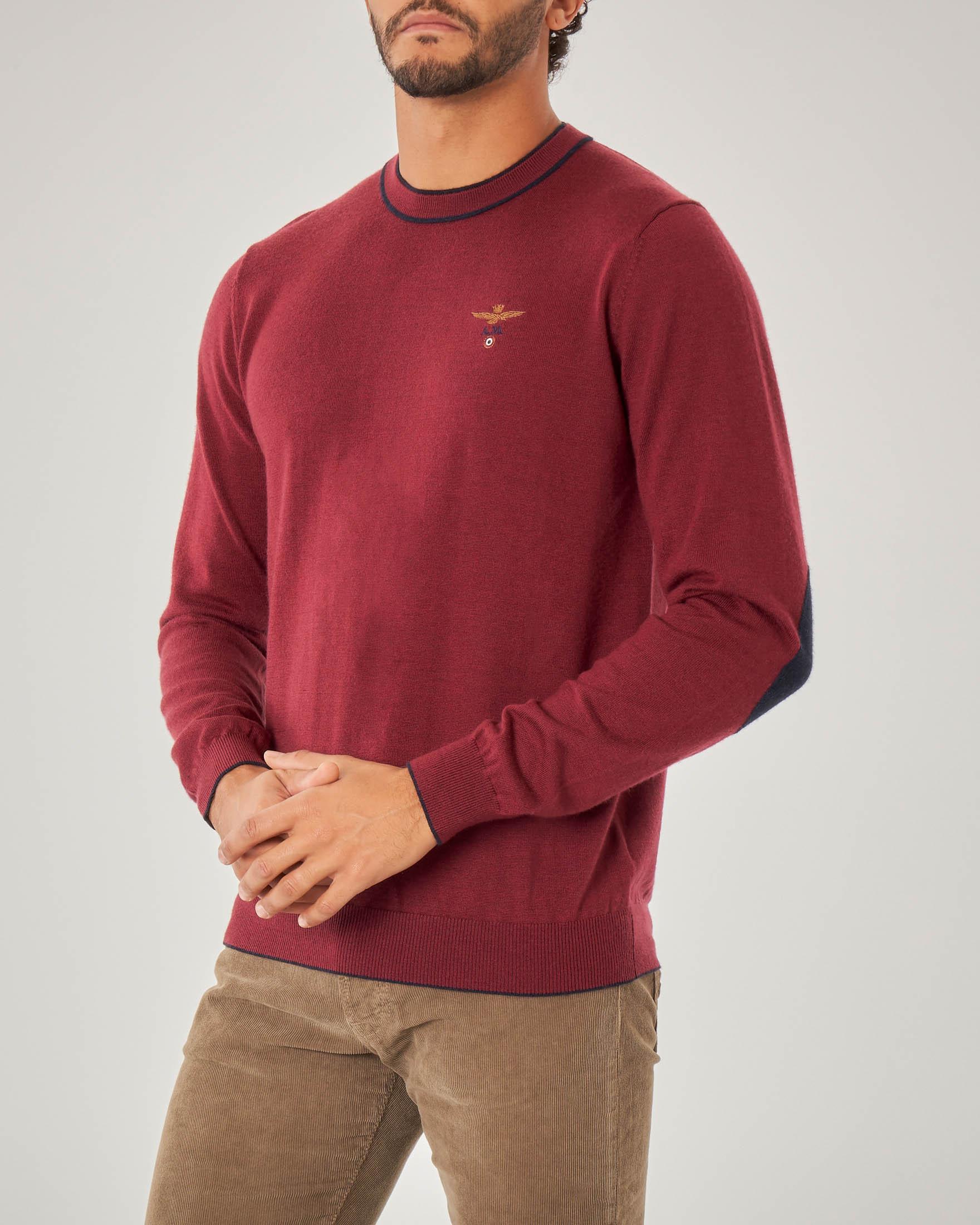 Maglia bordeaux girocollo in lana con toppa in contrasto