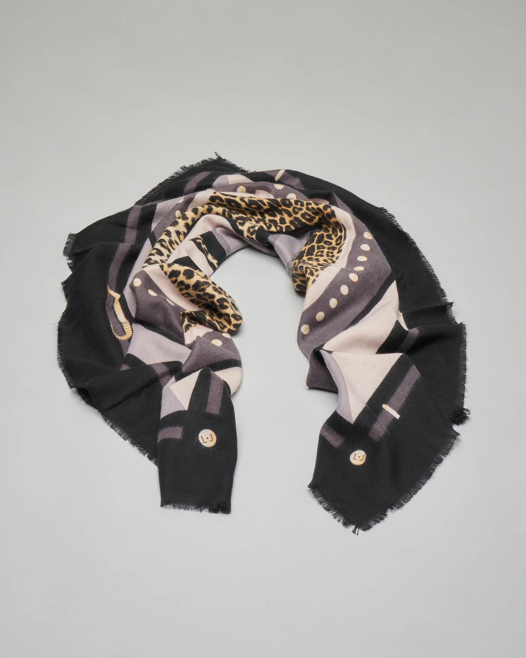 Foulard quadrato con stampa animalier e riquadro nero