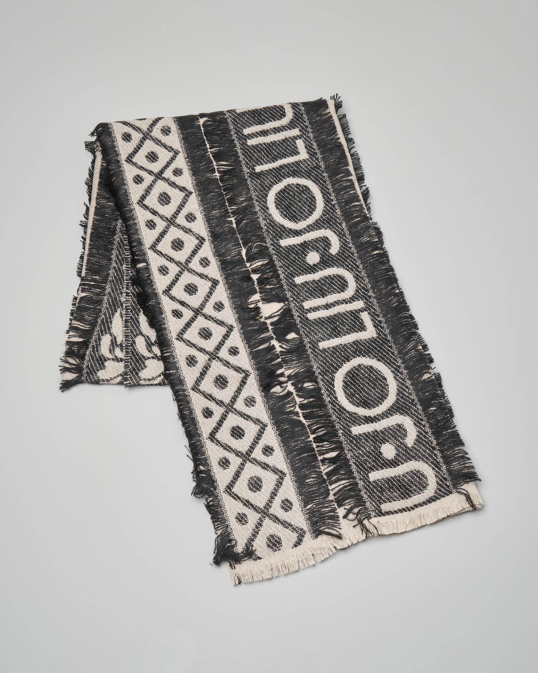 Stola bianca e nera in fil coupé e jacquard con scritta logo