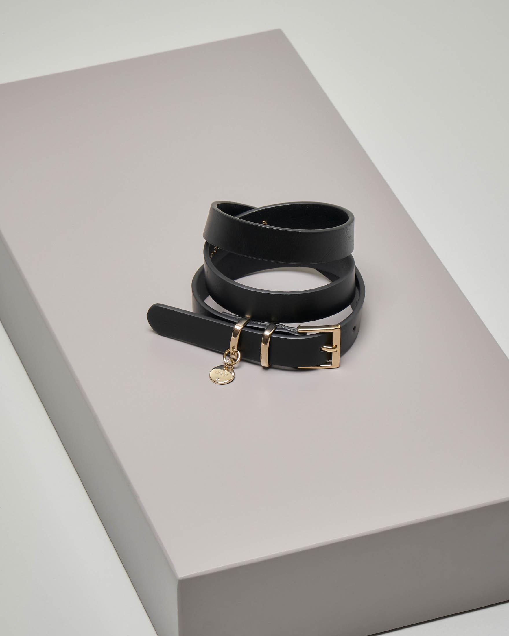 Cintura nera sottile in similpelle con charm