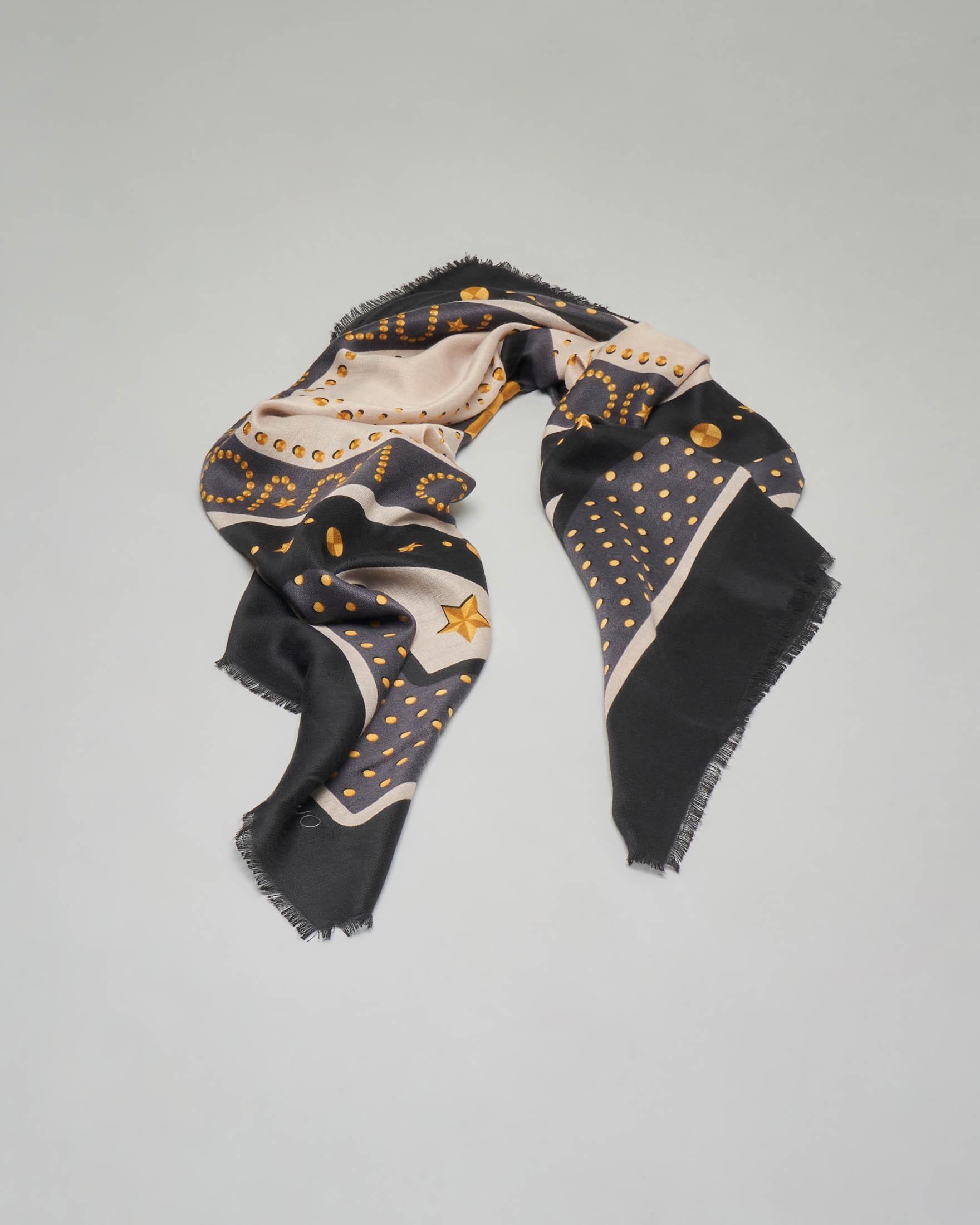 Sciarpa con riquadro nero e grigio e scritta logo oro