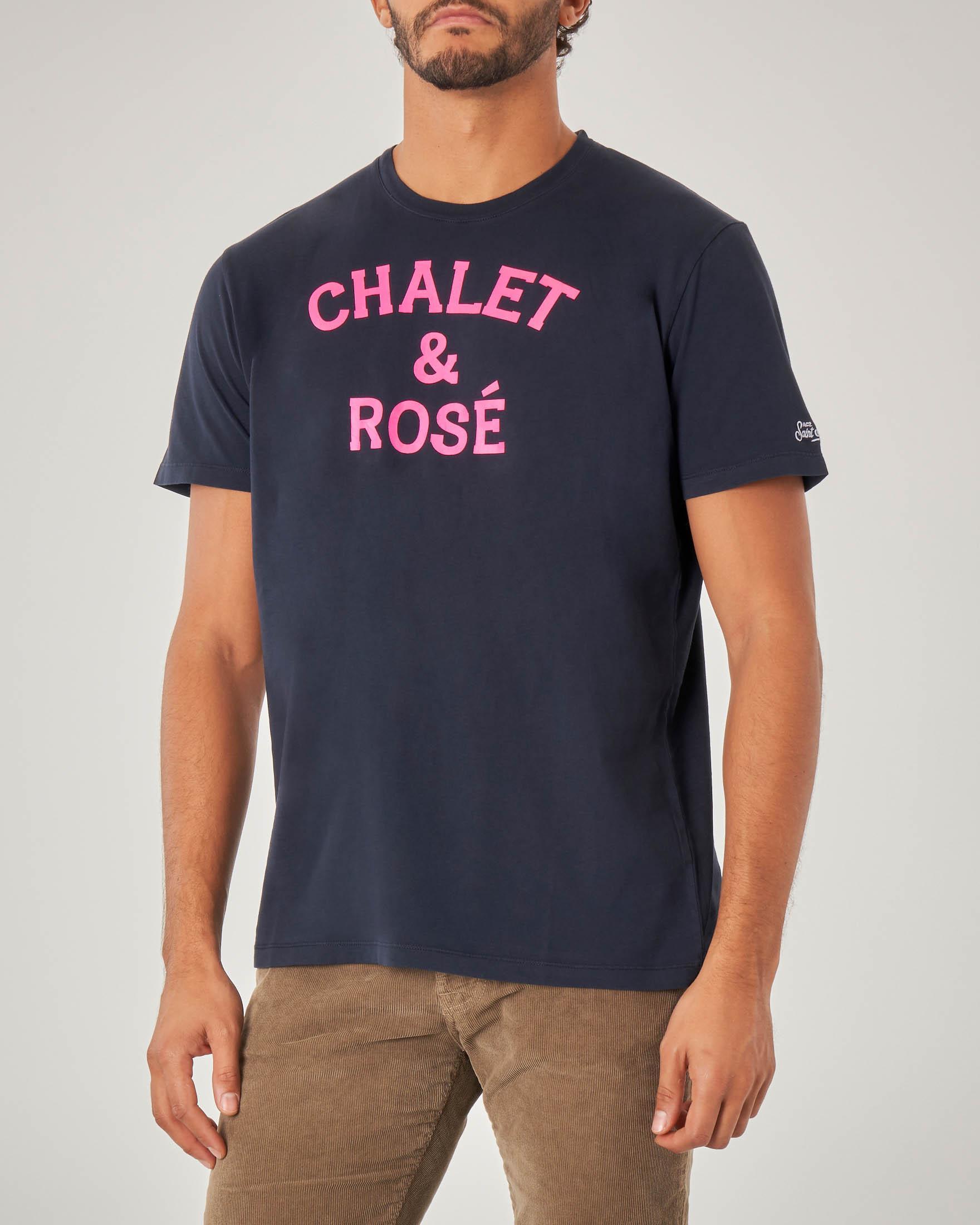 T-shirt blu mezza manica con scritta Chalet & Rosé