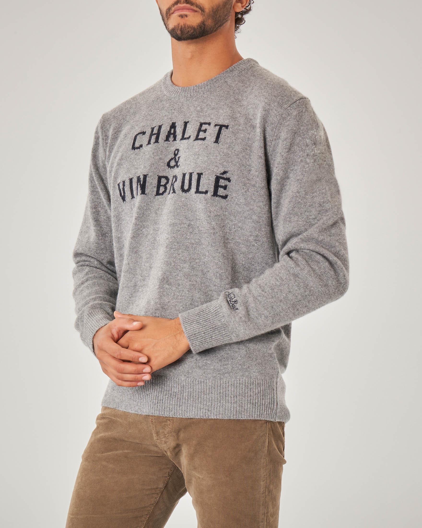 Maglia grigia in misto lana viscosa e cachemire con scritta Chalet & Vin Brulé