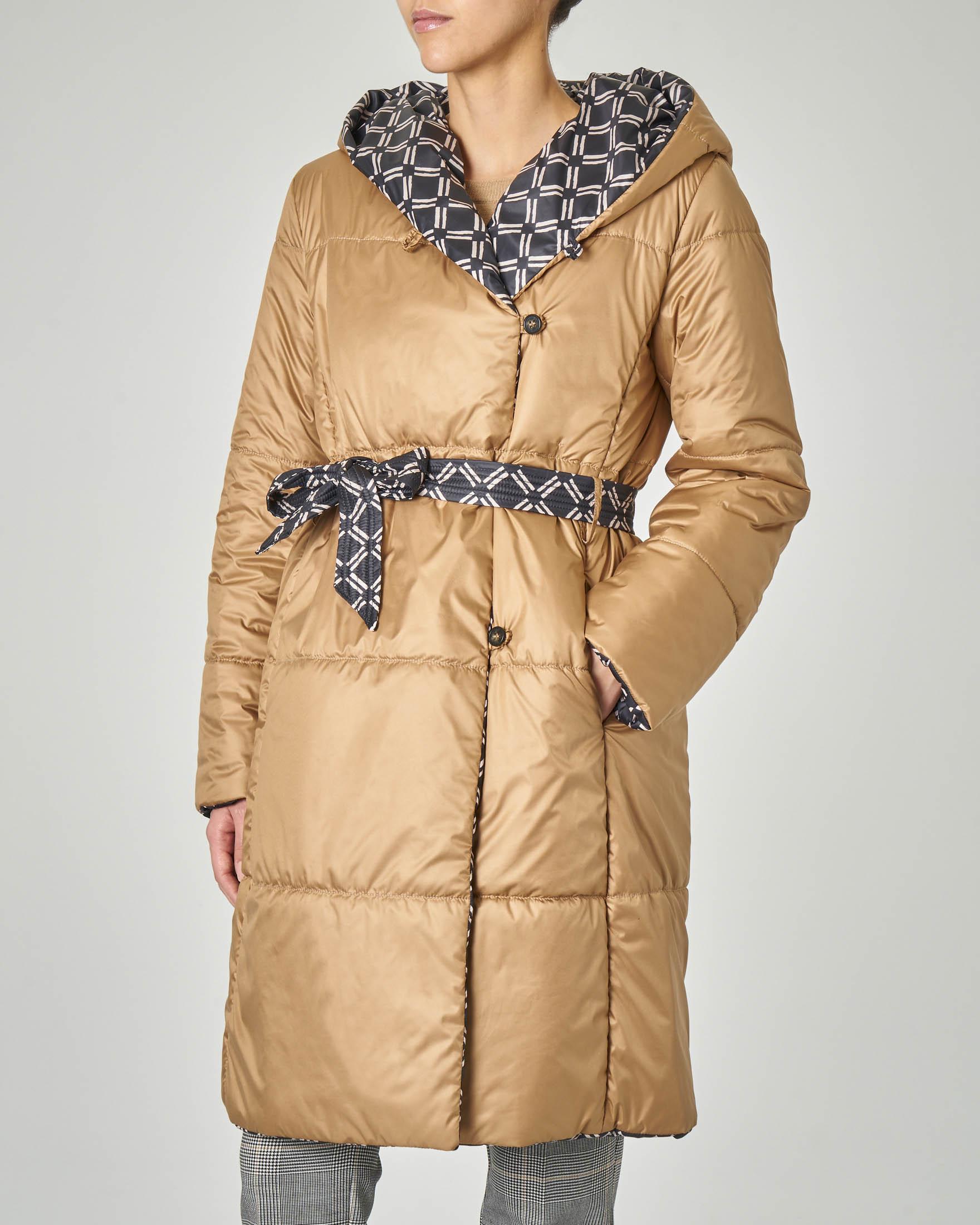 Piumino con cappuccio reversibile nero a fantasia geometrica e cammello in tessuto di piuma THINDOWN | Pellizzari E commerce