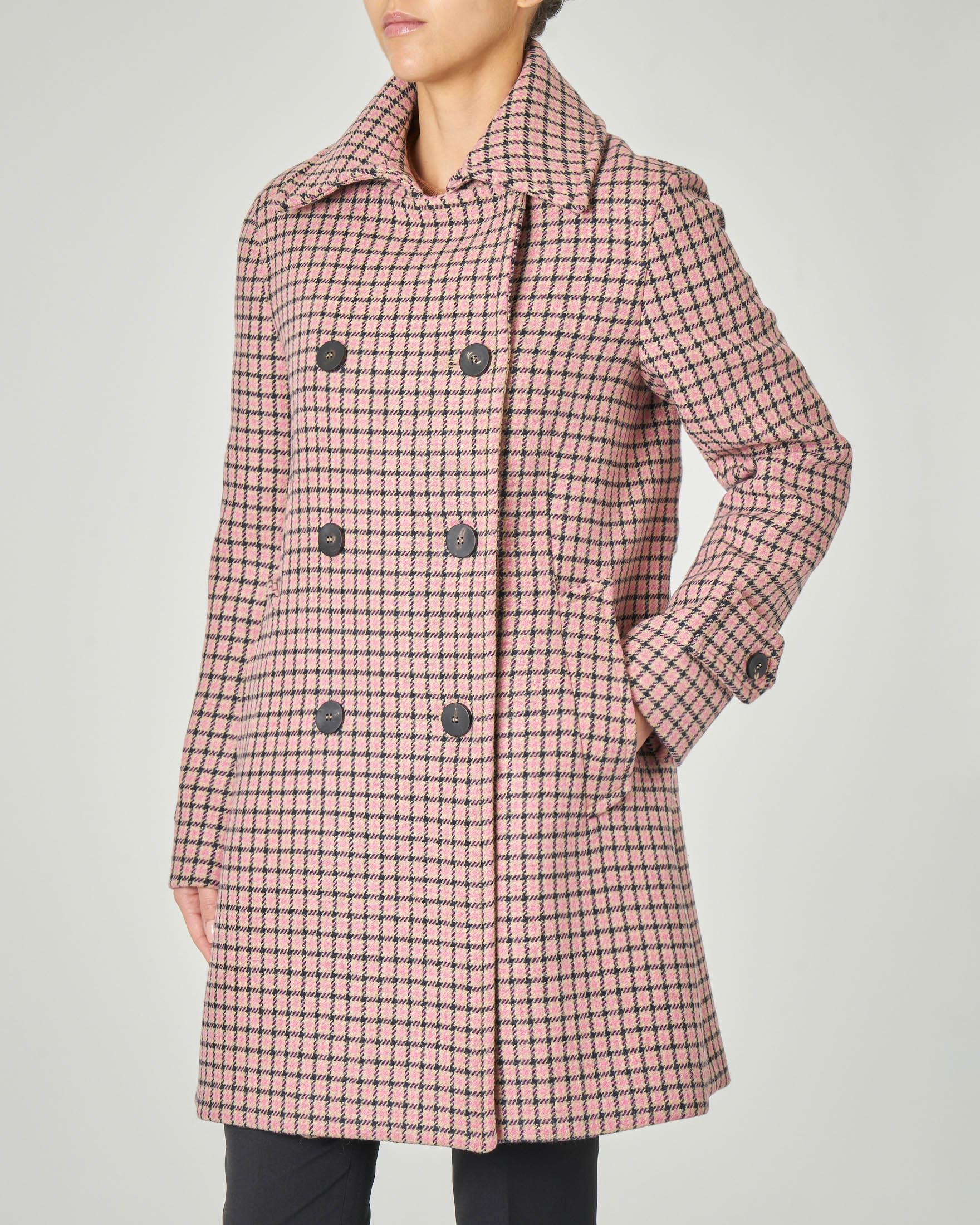 Cappotto doppiopetto con colletto a camicia in tessuto misto lana a fantasia pied de poule cammello e rosa