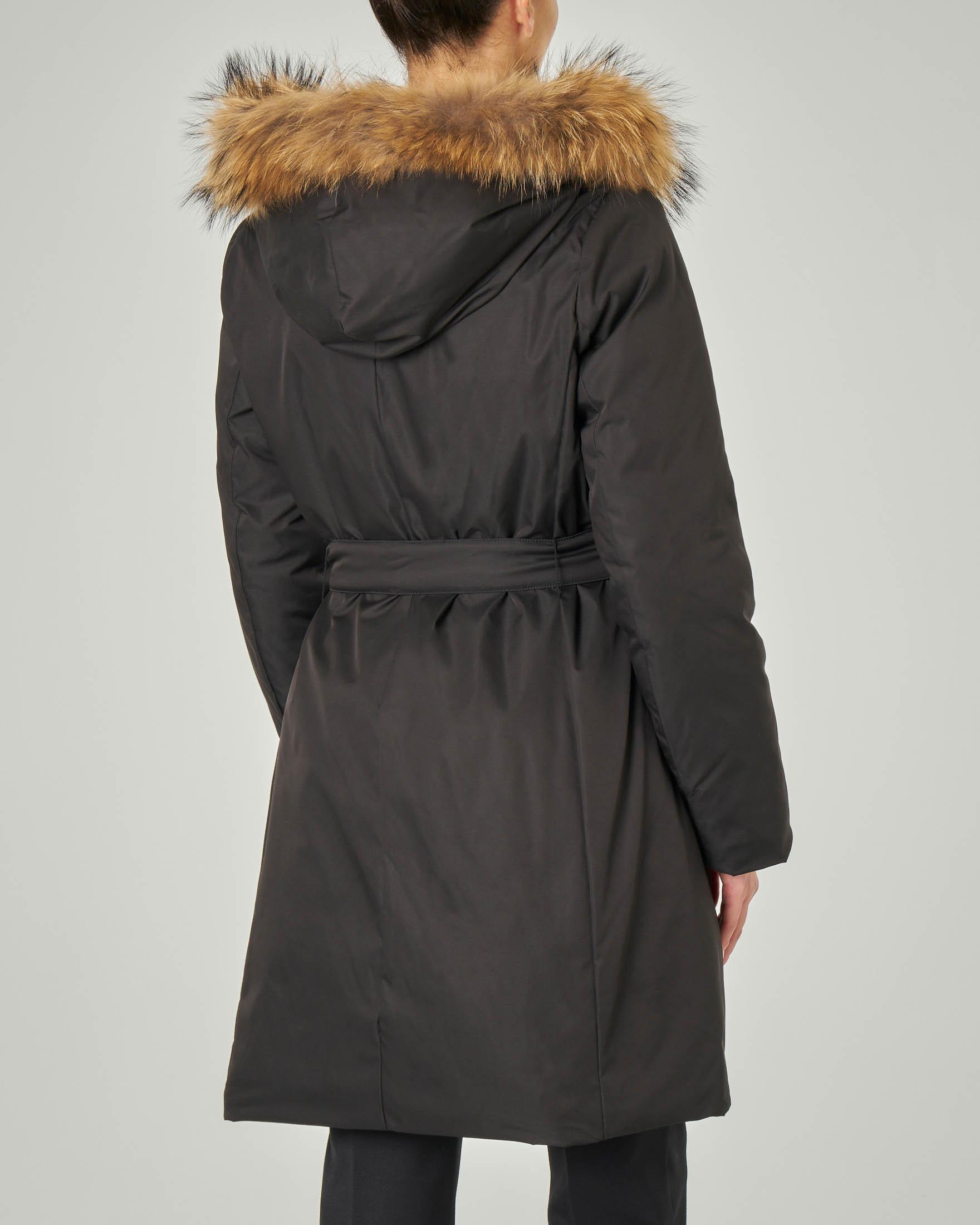 Piumino media lunghezza reversibile nel colore nero e beige con cappuccio con profilo in pelliccia | Pellizzari E commerce