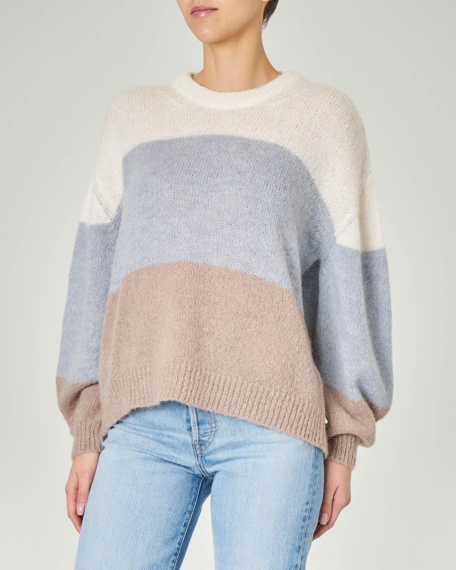 Maglia girocollo in misto alpaca a blocchi di colore bianco azzuro e beige con maniche ampie
