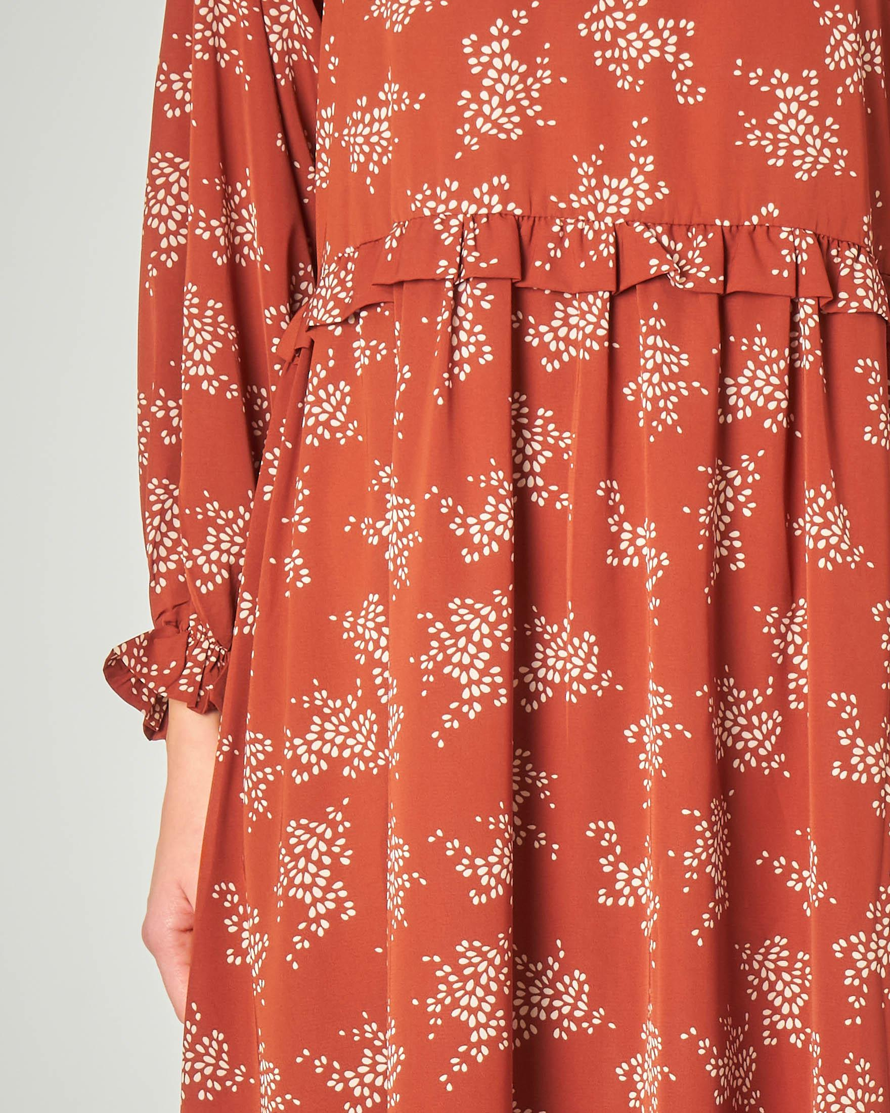 Abito midi arancione a microfantasia floreale con maniche lunghe e rouches